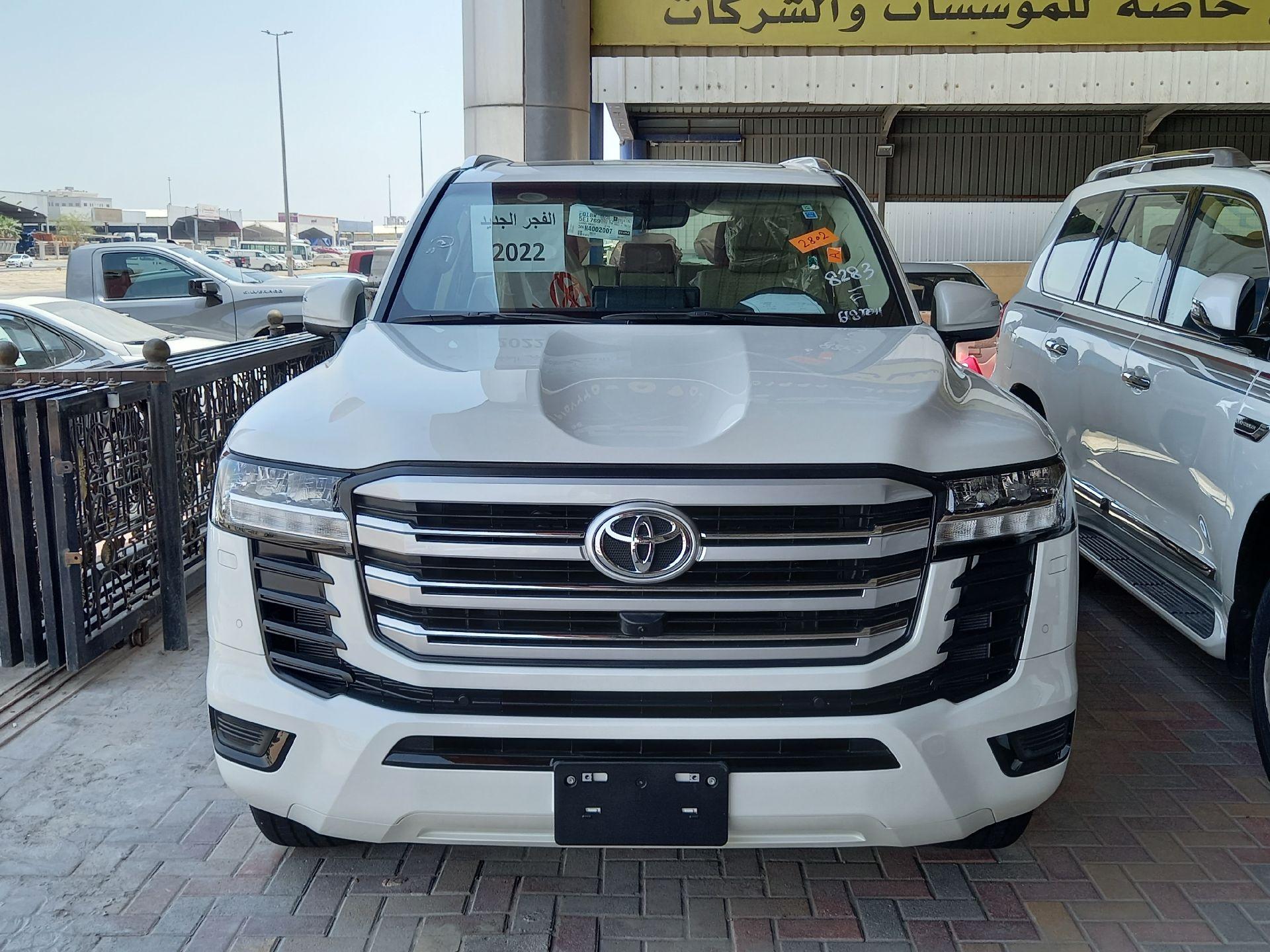 تويوتا لاندكروزر GXR3 فل  2022 دبل سعودي جديد للبيع في الدمام - السعودية - صورة كبيرة - 6