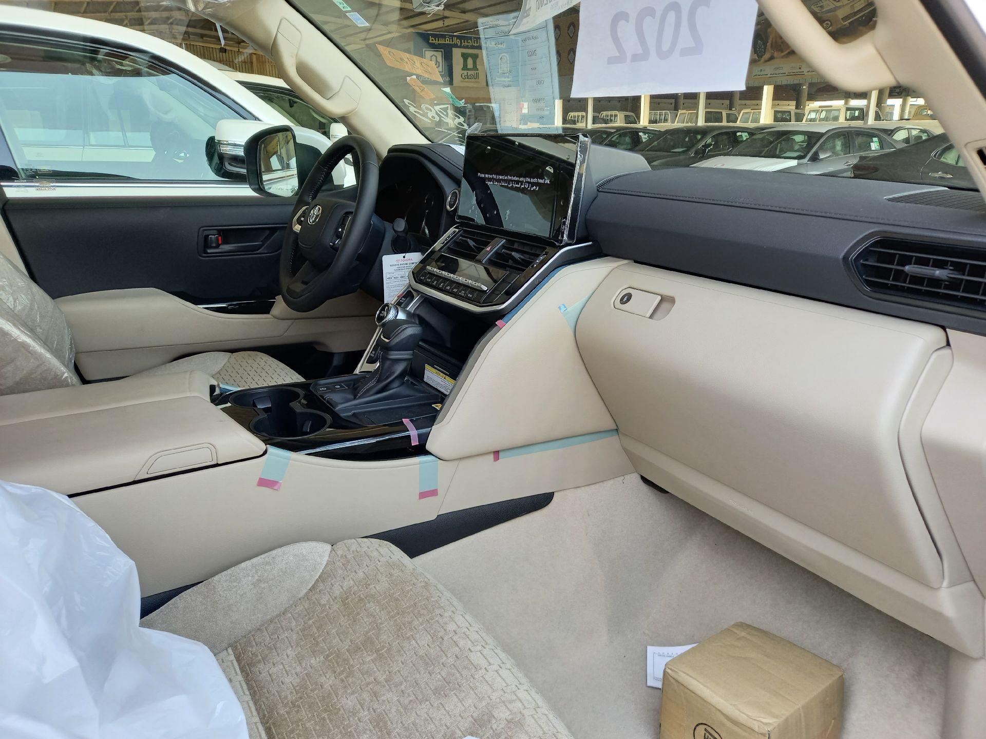 تويوتا لاندكروزر GXR3 فل  2022 دبل سعودي جديد للبيع في الدمام - السعودية - صورة كبيرة - 7