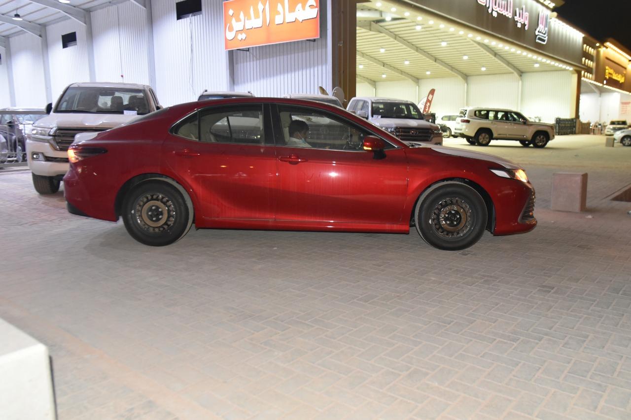 تويوتا كامري  2021  طيس LE سعودي جديد للبيع في الرياض - السعودية - صورة كبيرة - 4