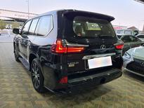 لكزس LX 570-S Sport خليجي 2020 فل للبيع في الرياض - السعودية - صورة صغيرة - 2