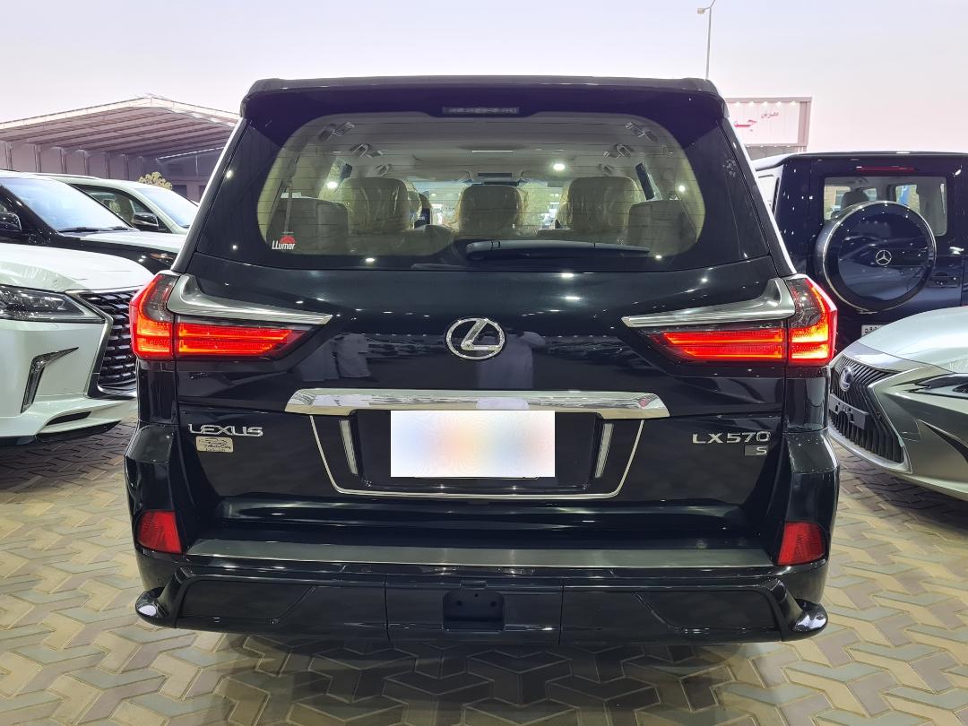 لكزس LX 570-S Sport خليجي 2020 فل للبيع في الرياض - السعودية - صورة كبيرة - 3