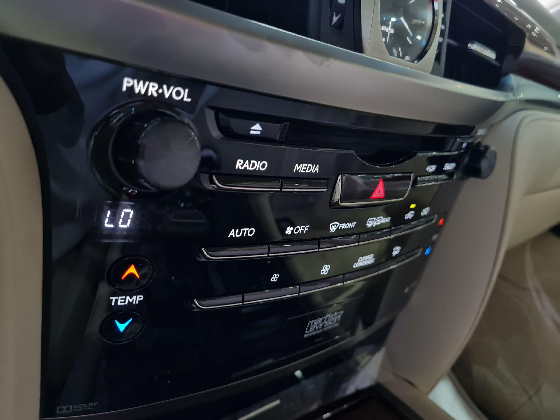لكزس LX 570-S Sport خليجي 2020 فل للبيع في الرياض - السعودية - صورة كبيرة - 8