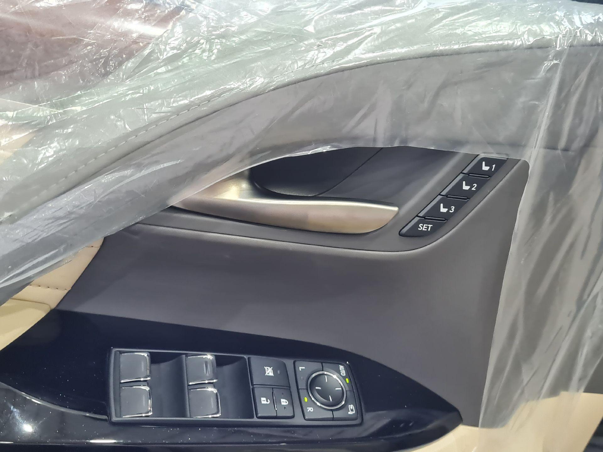 لكزس LX 570-S Sport خليجي 2020 فل للبيع في الرياض - السعودية - صورة كبيرة - 12