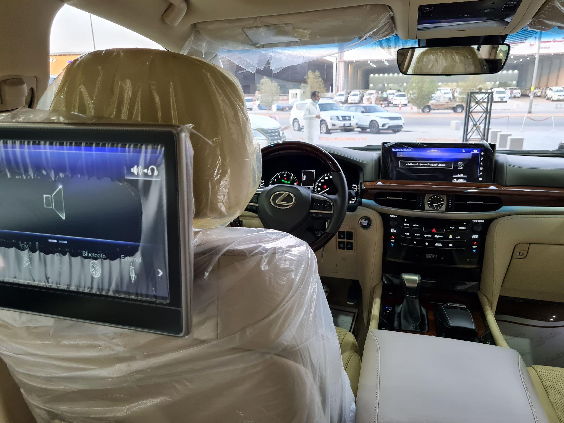 لكزس LX 570-S Sport خليجي 2020 فل للبيع في الرياض - السعودية - صورة كبيرة - 11