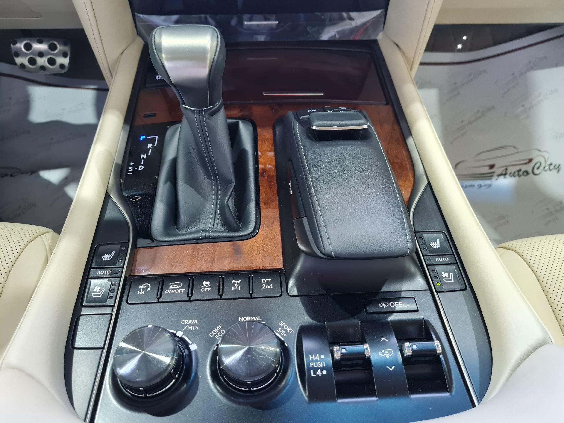 لكزس LX 570-S Sport خليجي 2020 فل للبيع في الرياض - السعودية - صورة كبيرة - 15