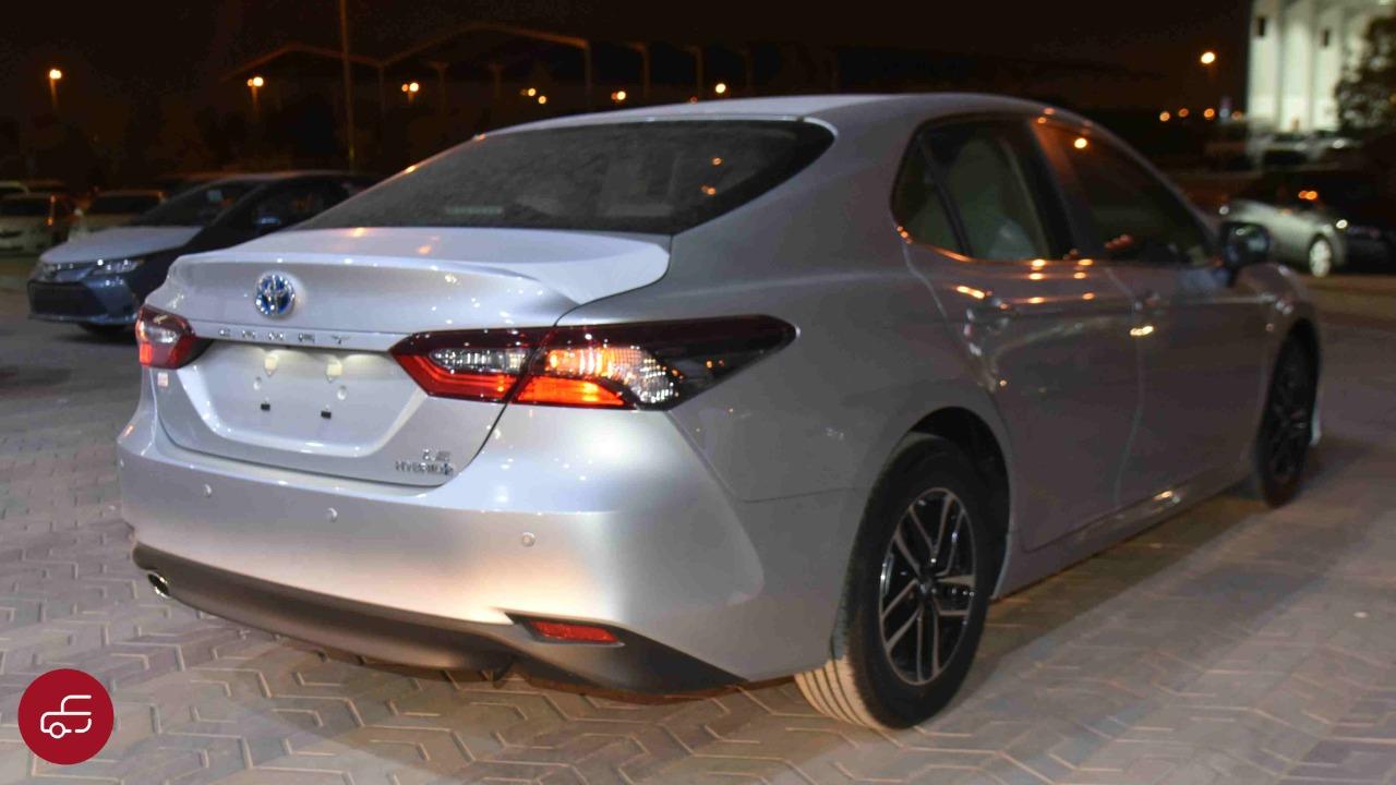 تويوتا كامري 2021 هايبرد LE استاندر سعودي جديد للبيع في الرياض - السعودية - صورة كبيرة - 3