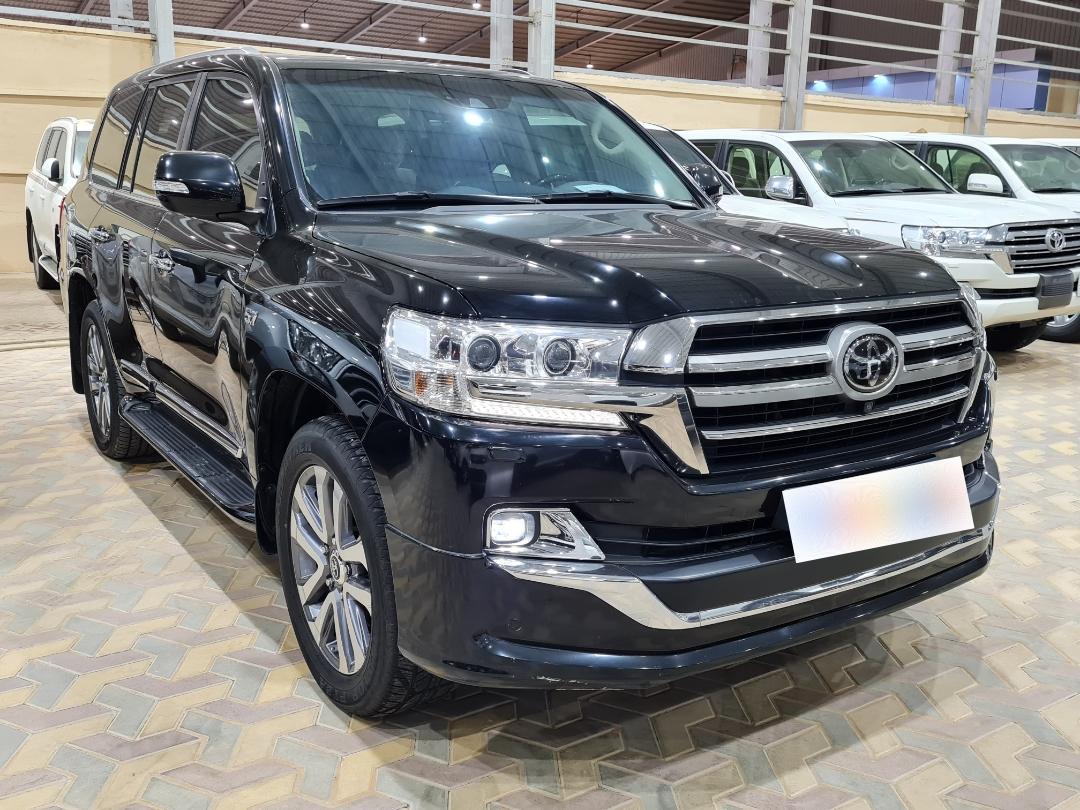 مباع - تويوتا لاندكروزر VXR 2019 فل خليجي للبيع في الرياض - السعودية - صورة كبيرة - 1