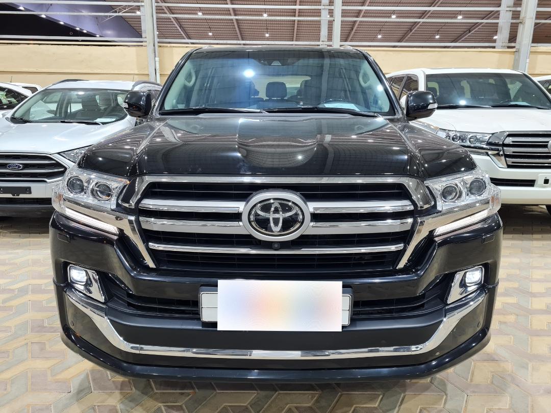 مباع - تويوتا لاندكروزر VXR 2019 فل خليجي للبيع في الرياض - السعودية - صورة كبيرة - 6