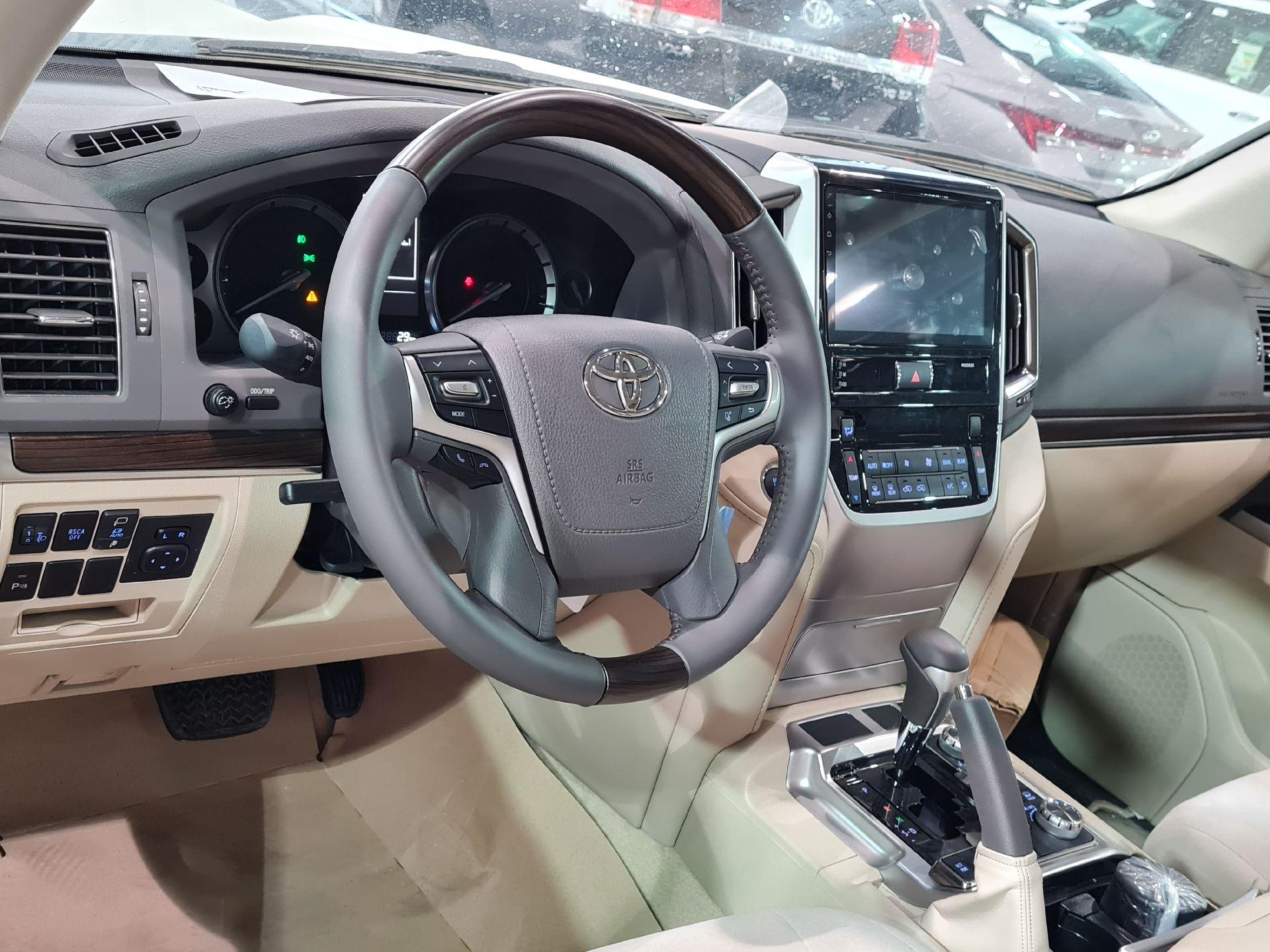 تويوتا لاندكروزر 2021 للبيع للبيع في الرياض - السعودية - صورة كبيرة - 9
