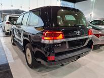 تويوتا لاندكروزر VXR 2021 ستاندر خليجي للبيع في الرياض - السعودية - صورة صغيرة - 3
