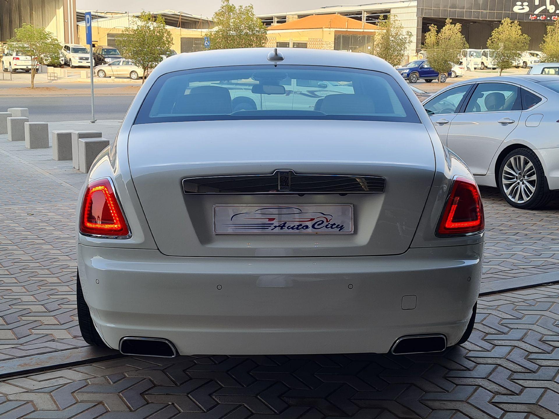 مباع - رولز رویس غوست 2013  سعودي للبيع في الرياض - السعودية - صورة كبيرة - 4