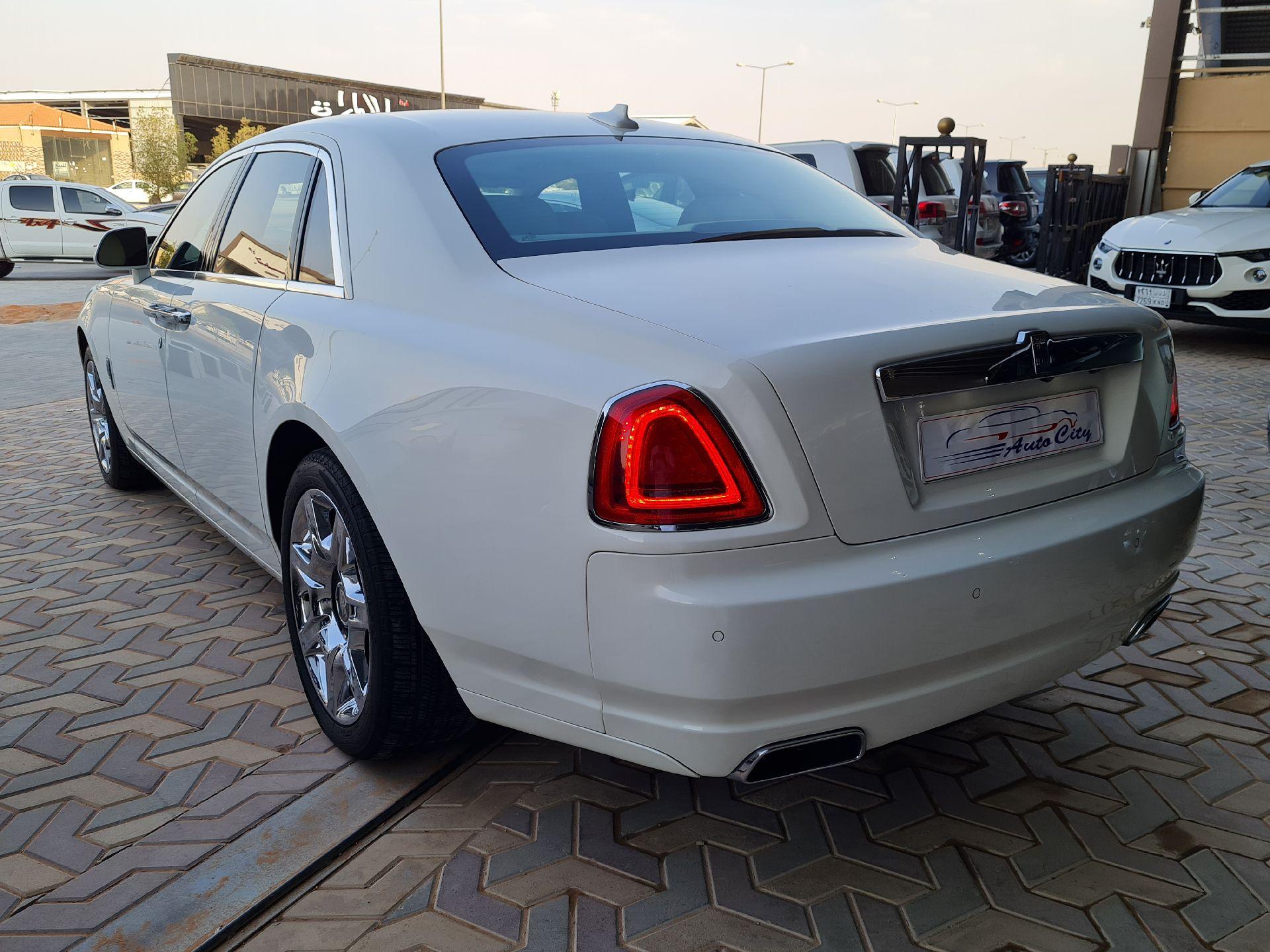 مباع - رولز رویس غوست 2013  سعودي للبيع في الرياض - السعودية - صورة كبيرة - 6