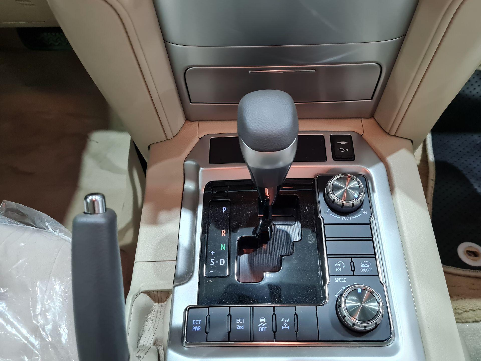 تويوتا لاندكروزر GXR2 2021 نص فل كويتي للبيع في الرياض - السعودية - صورة كبيرة - 8