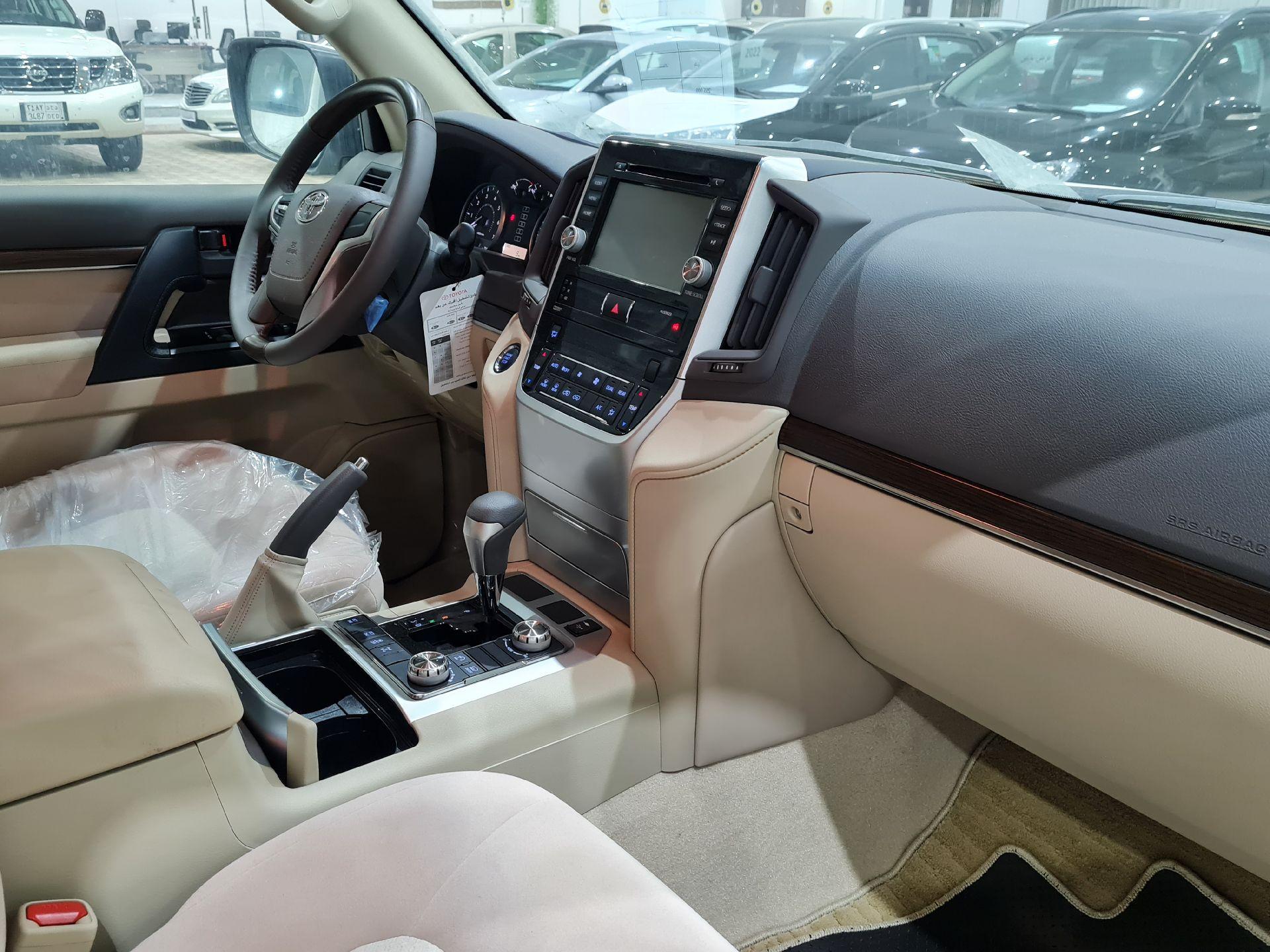 تويوتا لاندكروزر GXR2 2021 نص فل كويتي للبيع في الرياض - السعودية - صورة كبيرة - 12