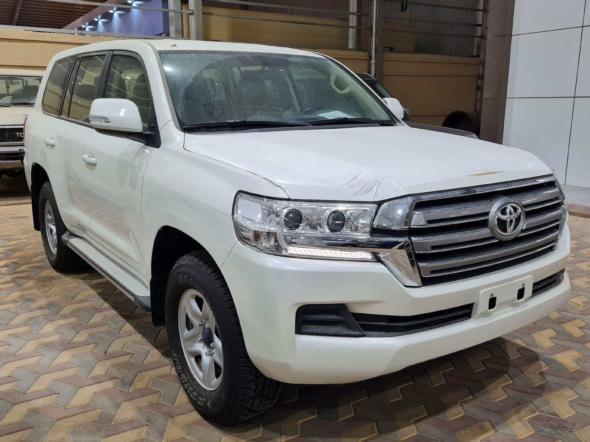 تويوتا لاندكروزر GXR1 2021 ستاندر عماني للبيع في الرياض - السعودية - صورة كبيرة - 7