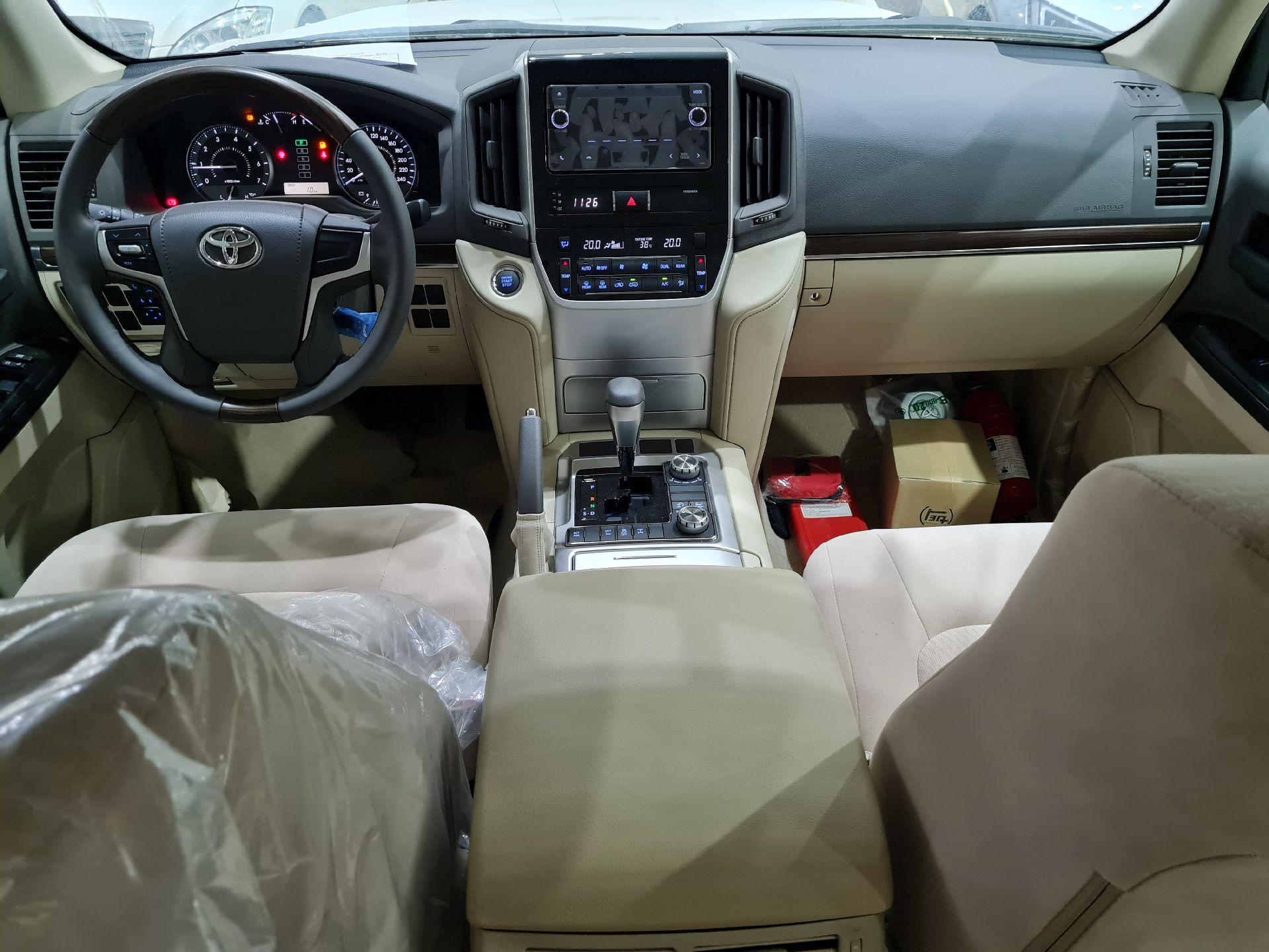 تويوتا لاندكروزر GXR1 2021 ستاندر عماني للبيع في الرياض - السعودية - صورة كبيرة - 8