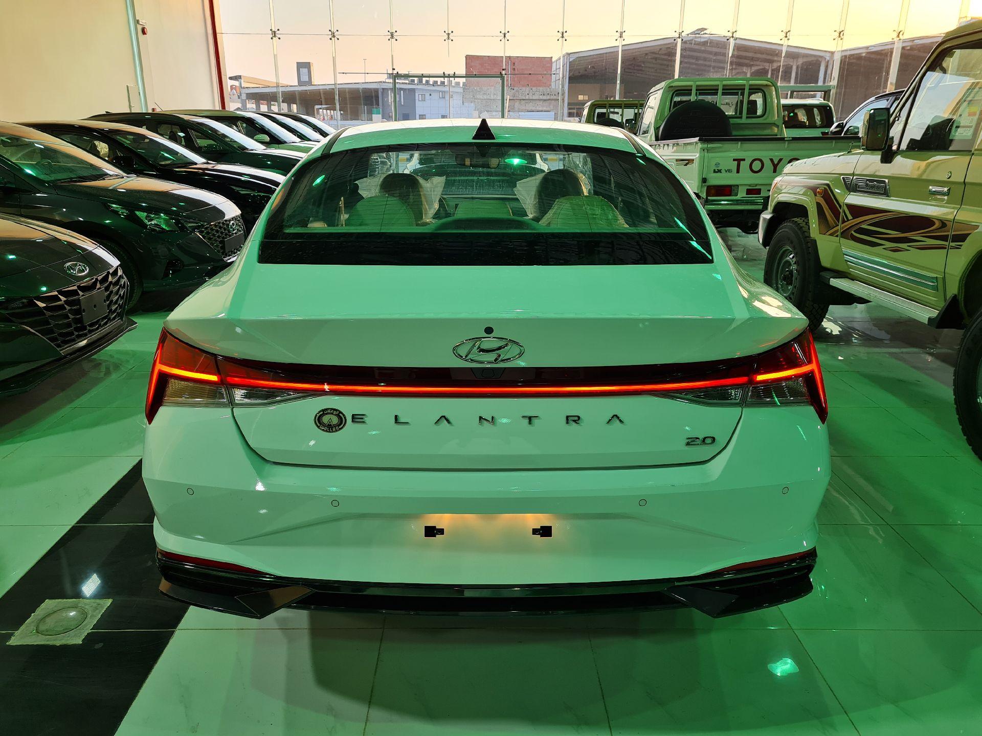 هونداي النترا MID 2022 نص فل سعودي للبيع في الرياض - السعودية - صورة كبيرة - 3