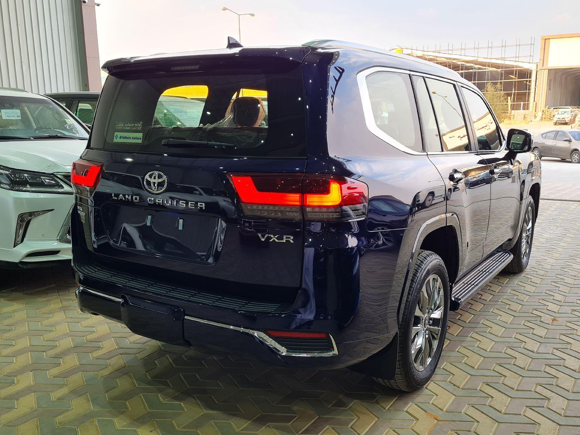 تويوتا لاندكروزر VXR 2022 فل فطيمي للبيع في الرياض - السعودية - صورة كبيرة - 4