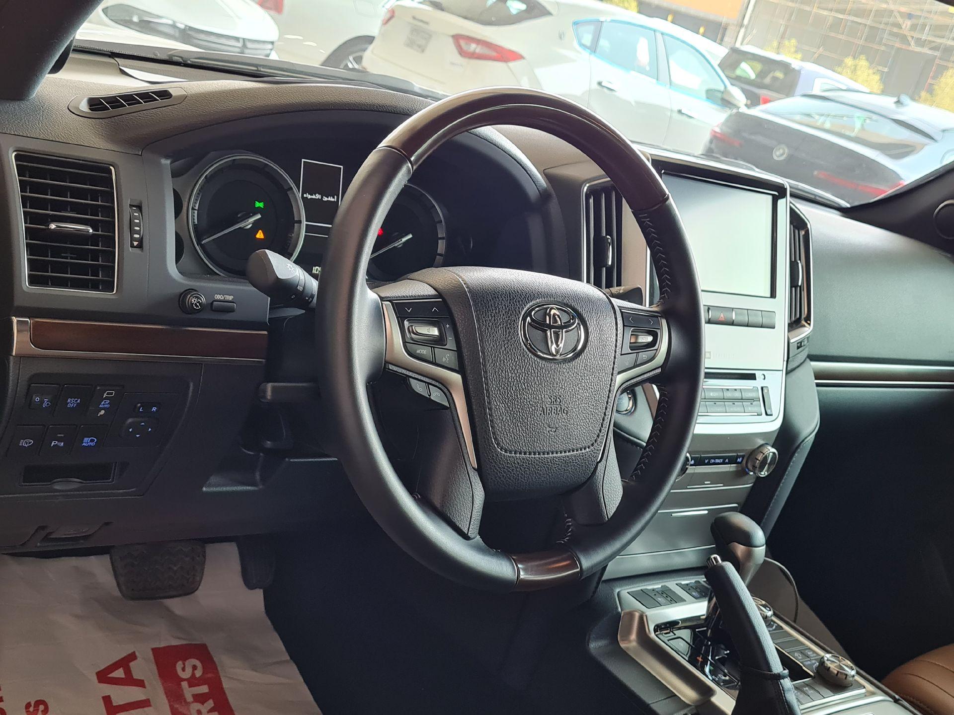 تويوتا لاندكروزر VXR 2021 فل خليجي للبيع في الرياض - السعودية - صورة كبيرة - 15