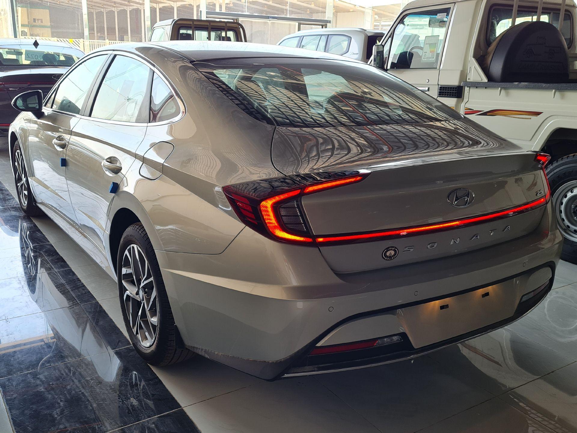 هونداي سوناتا GL 2021 فليت ستاندر سعودي للبيع في الرياض - السعودية - صورة كبيرة - 5