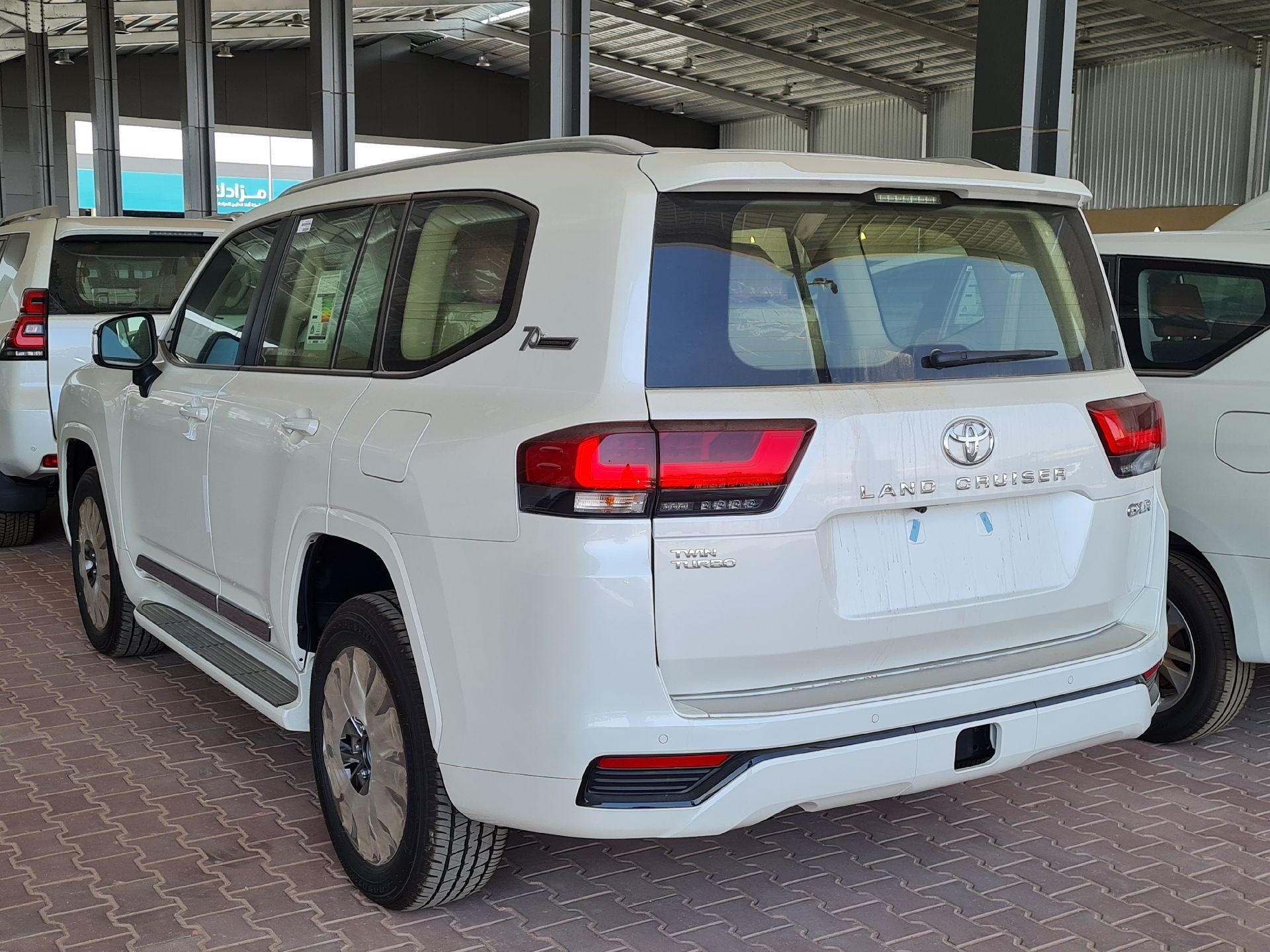 تويوتا لاندكروزر GXR-L4 2022 فل سعودي للبيع في الرياض - السعودية - صورة كبيرة - 6