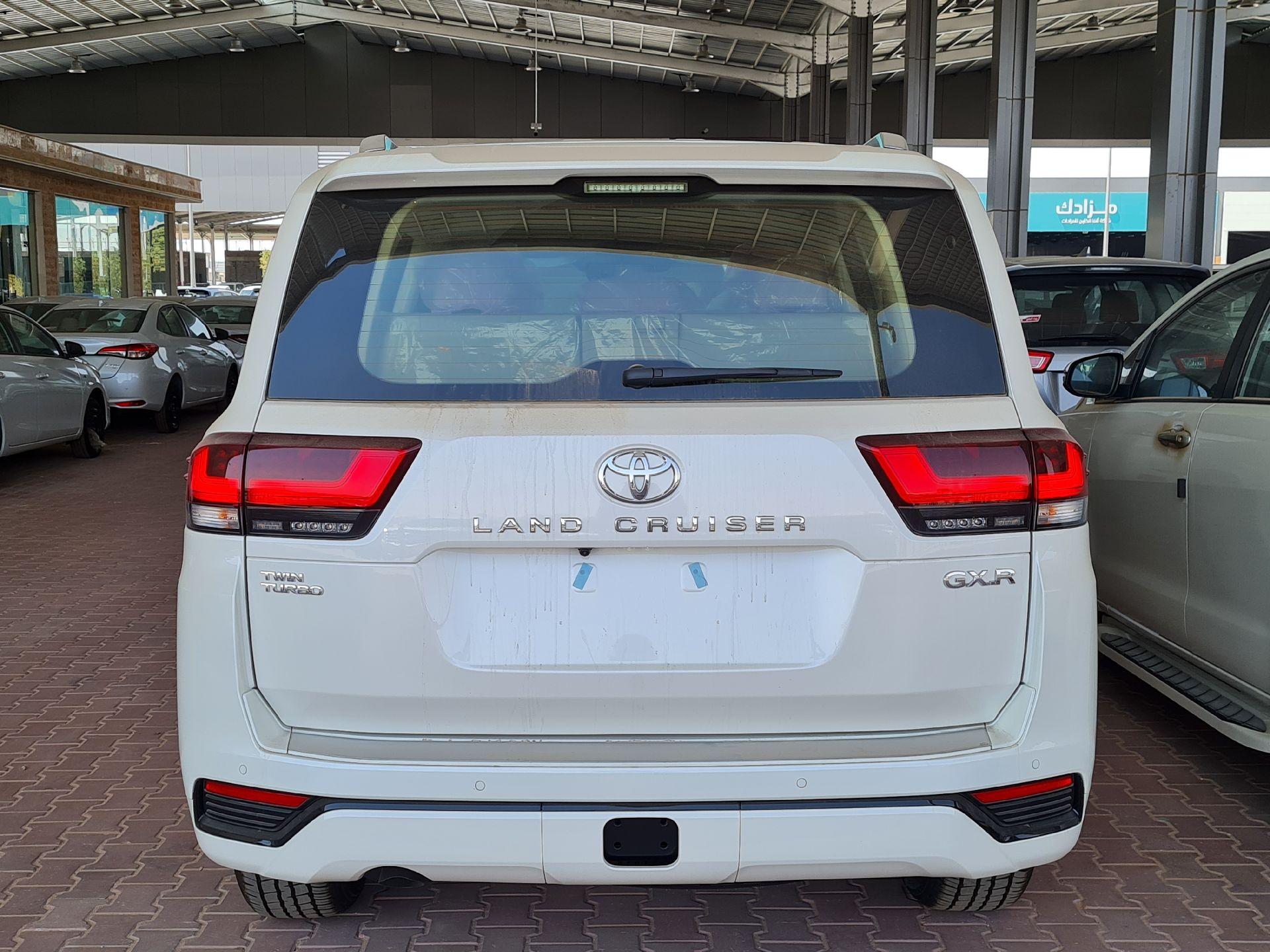 تويوتا لاندكروزر GXR-L4 2022 فل سعودي للبيع في الرياض - السعودية - صورة كبيرة - 4