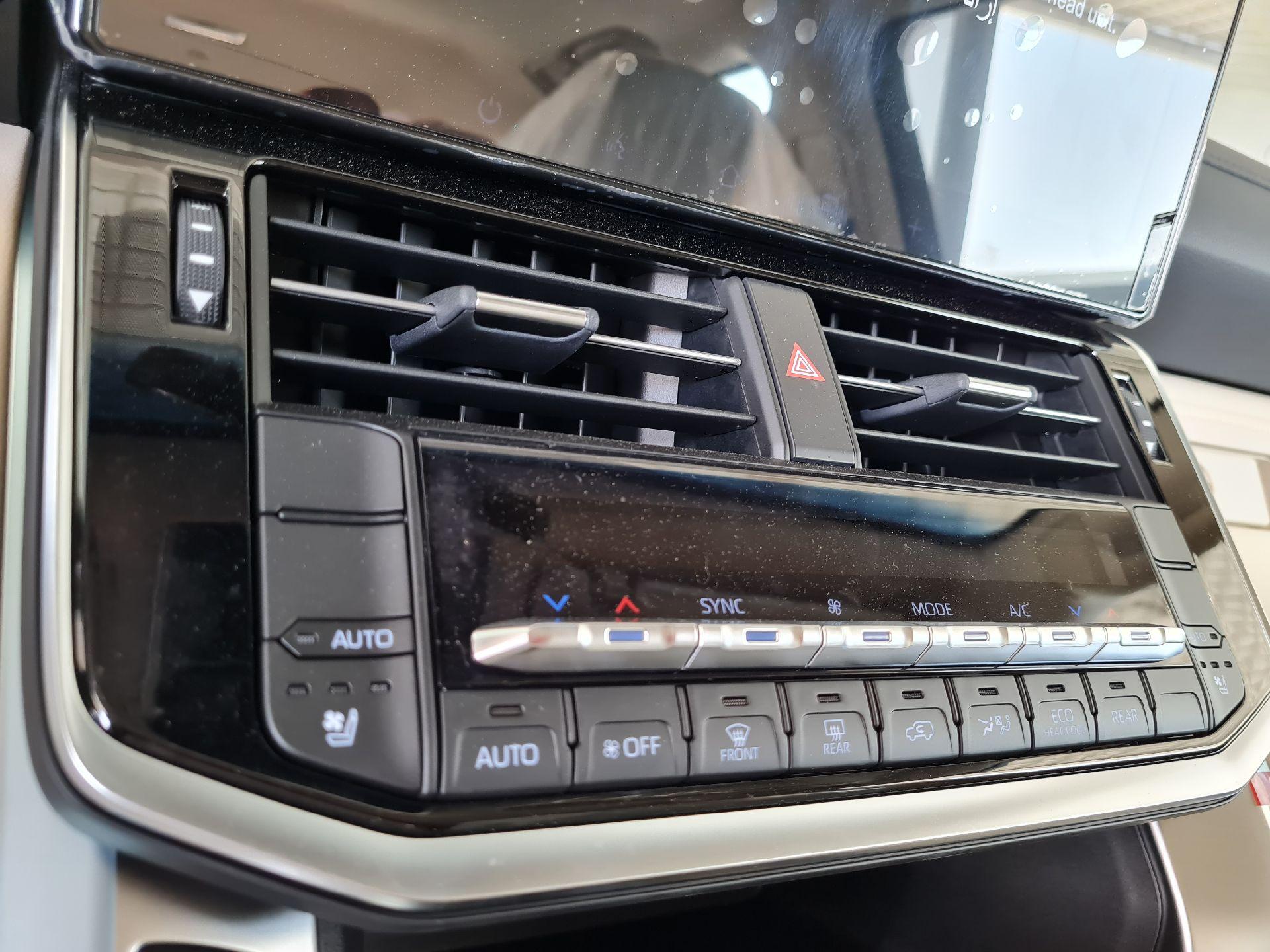 تويوتا لاندكروزر GXR-L4 2022 فل سعودي للبيع في الرياض - السعودية - صورة كبيرة - 10