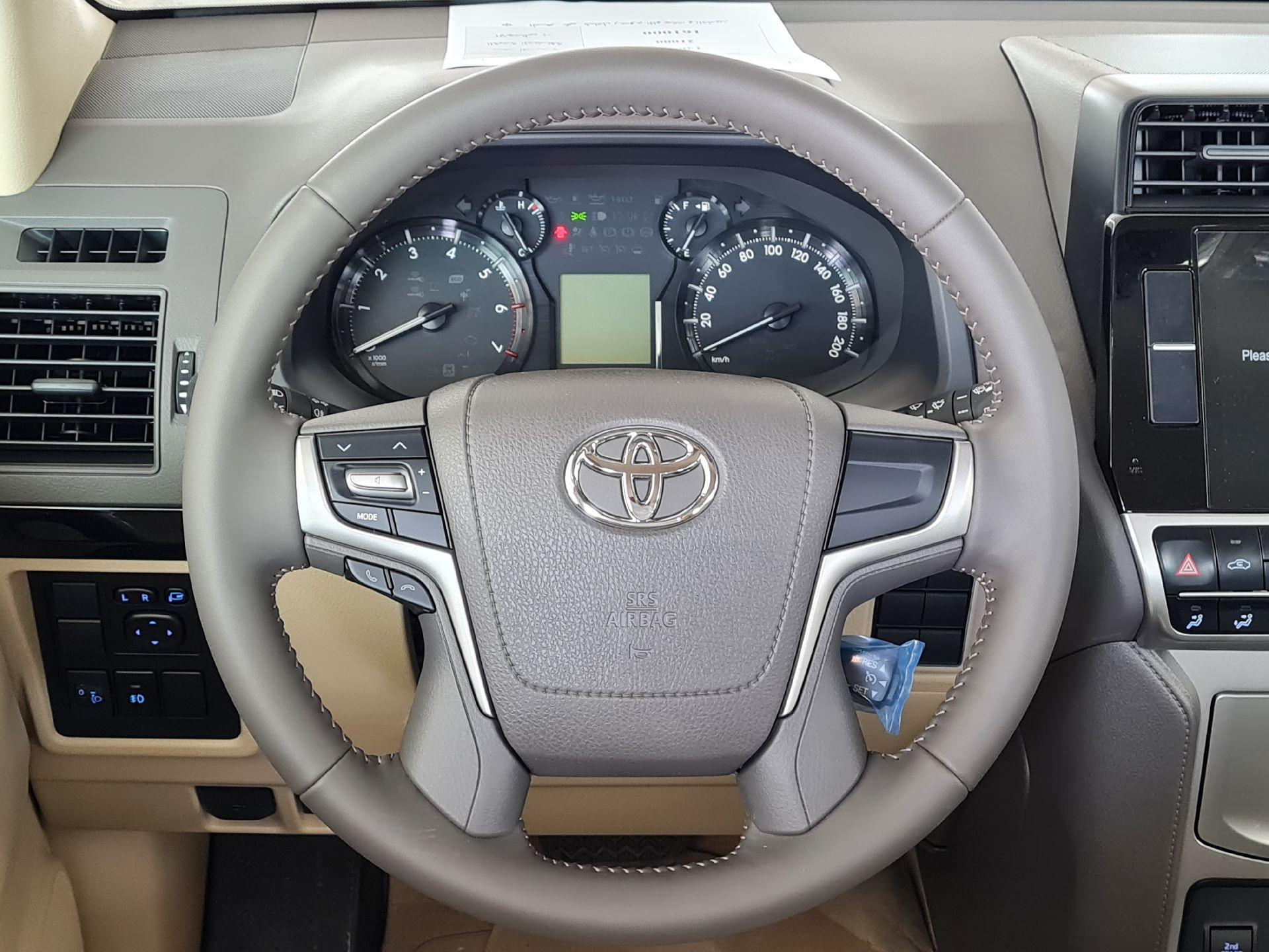 مباع - تويوتا برادو TXL1 2022 سعودي للبيع في الرياض - السعودية - صورة كبيرة - 11