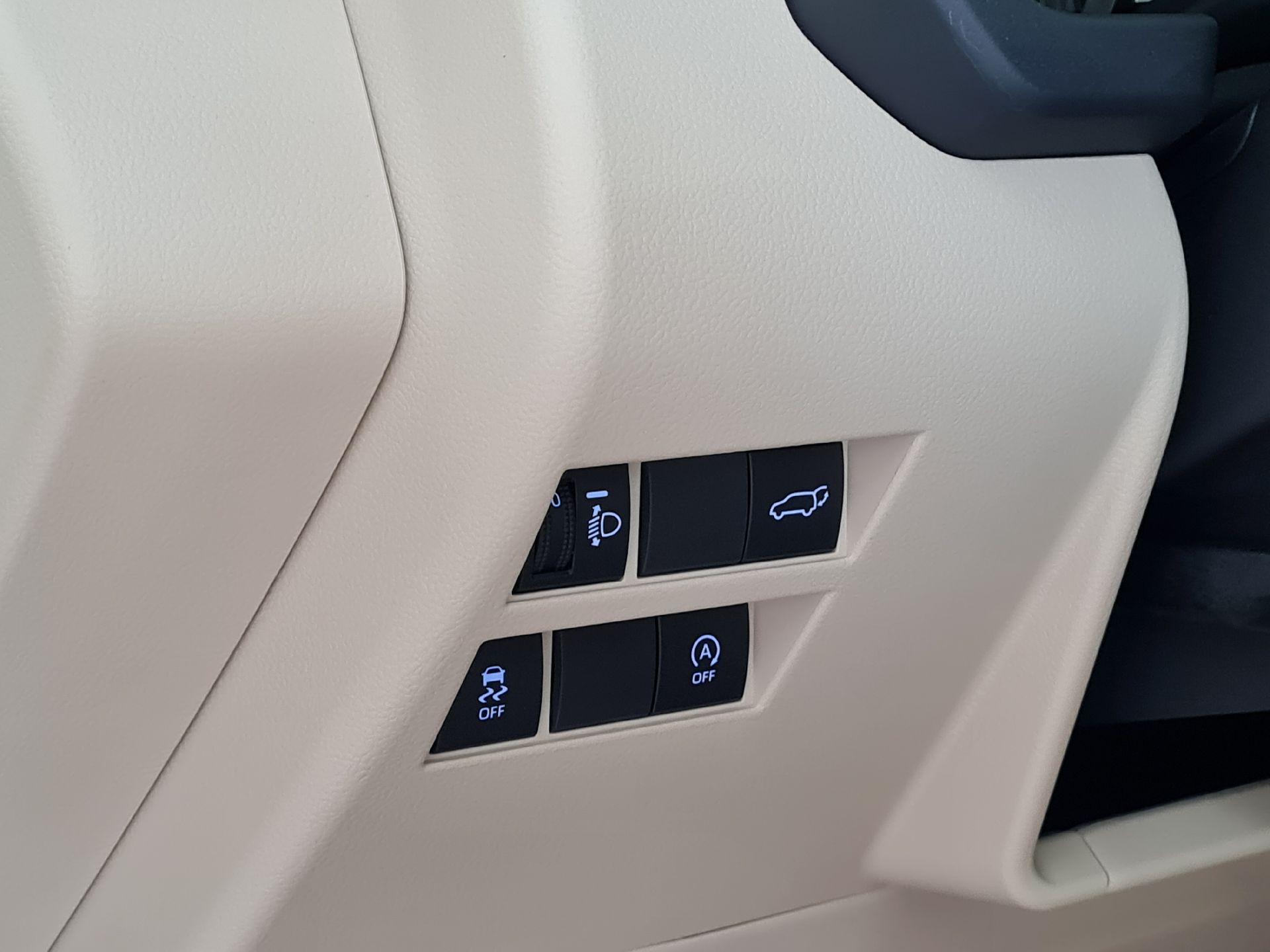 تويوتا لاندكروزر GXR-L4 2022 شاشات سعودي للبيع في الرياض - السعودية - صورة كبيرة - 8
