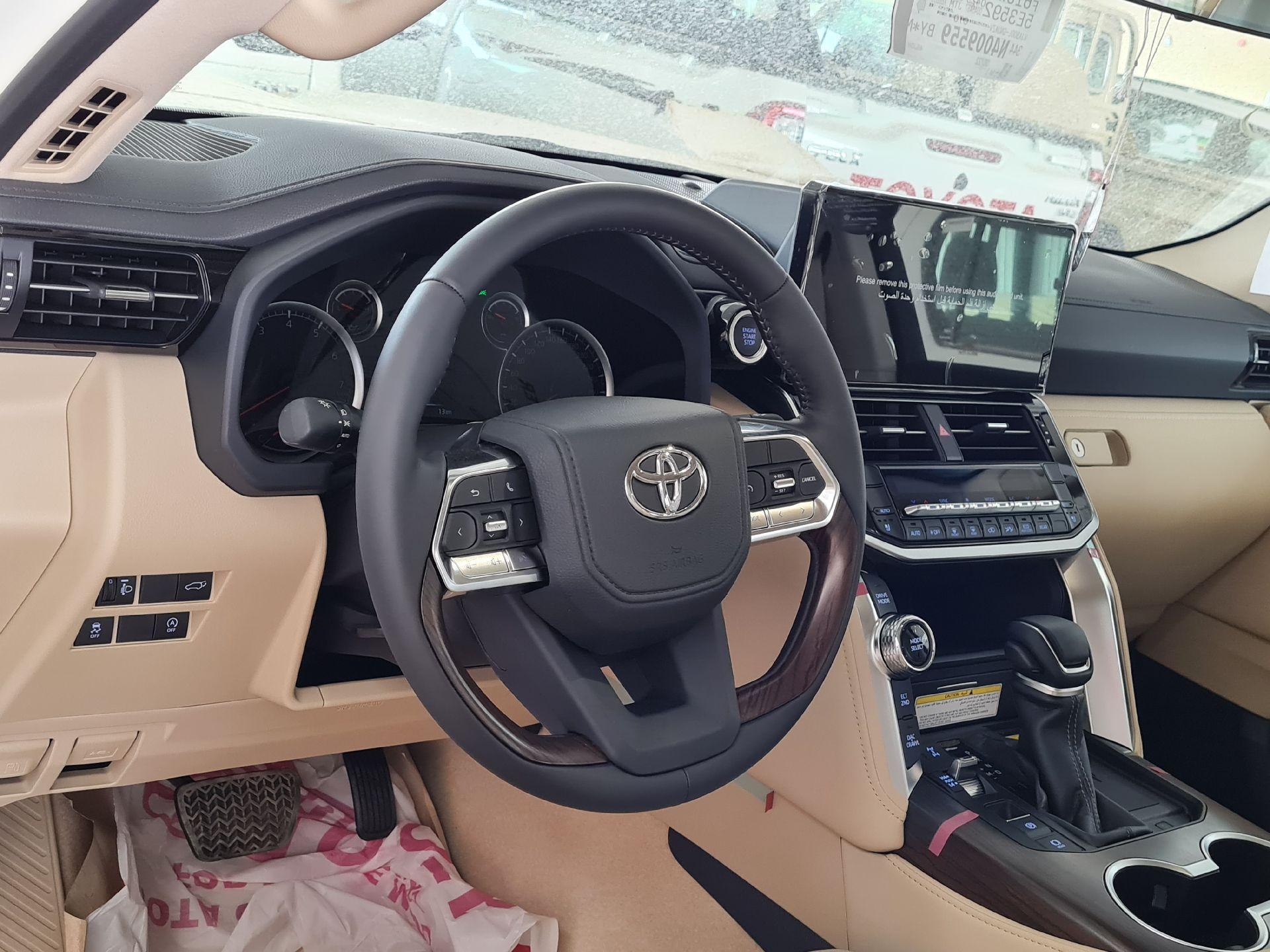 تويوتا لاندكروزر GXR-L4 2022 شاشات سعودي للبيع في الرياض - السعودية - صورة كبيرة - 12