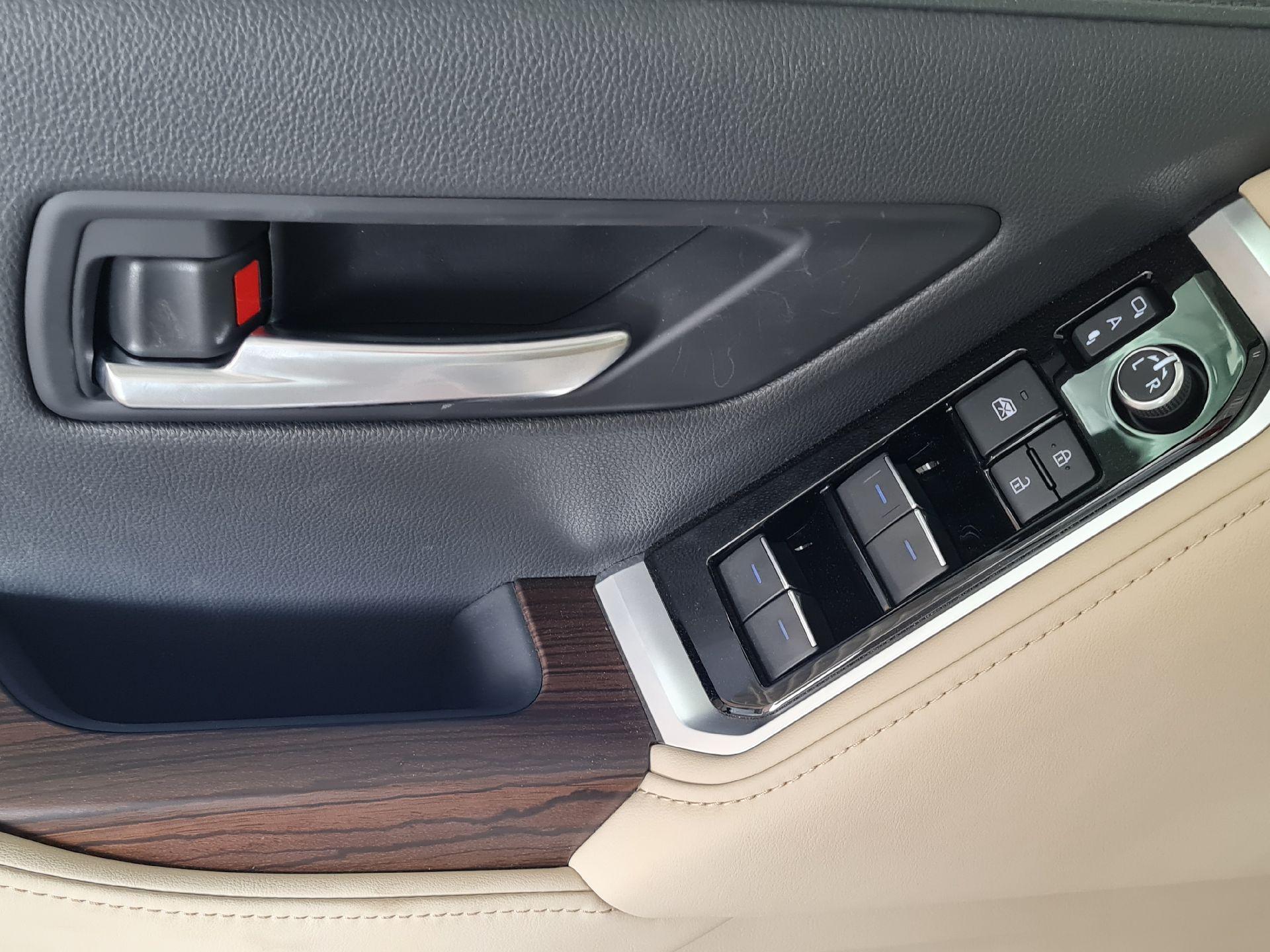 تويوتا لاندكروزر GXR-L4 2022 شاشات سعودي للبيع في الرياض - السعودية - صورة كبيرة - 14