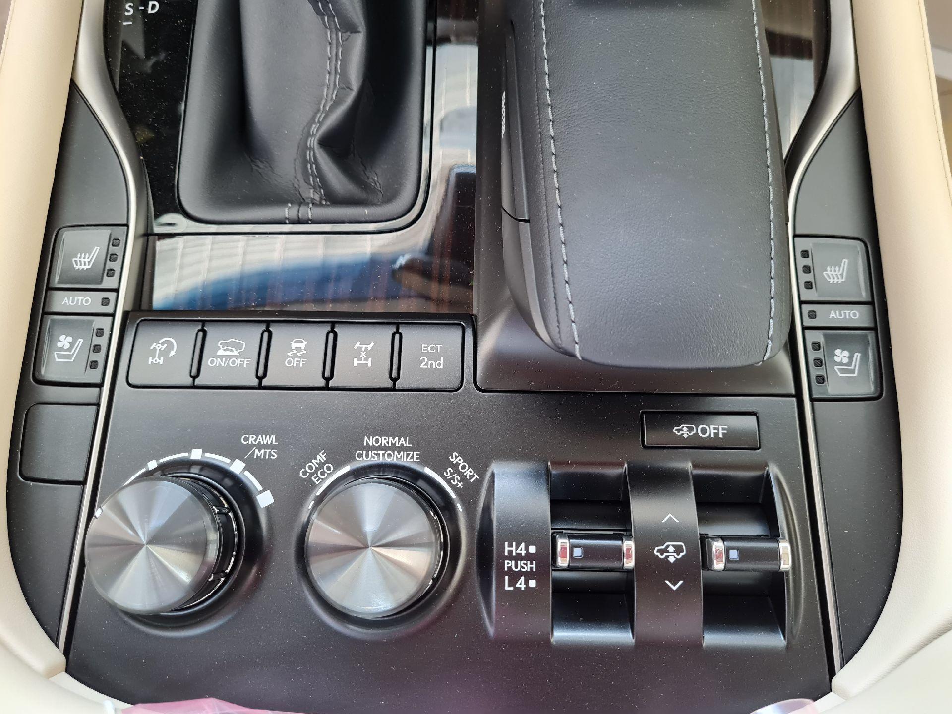 مباع - لكزس LX 570-S Sport 2021 فل سعودي للبيع في الرياض - السعودية - صورة كبيرة - 12