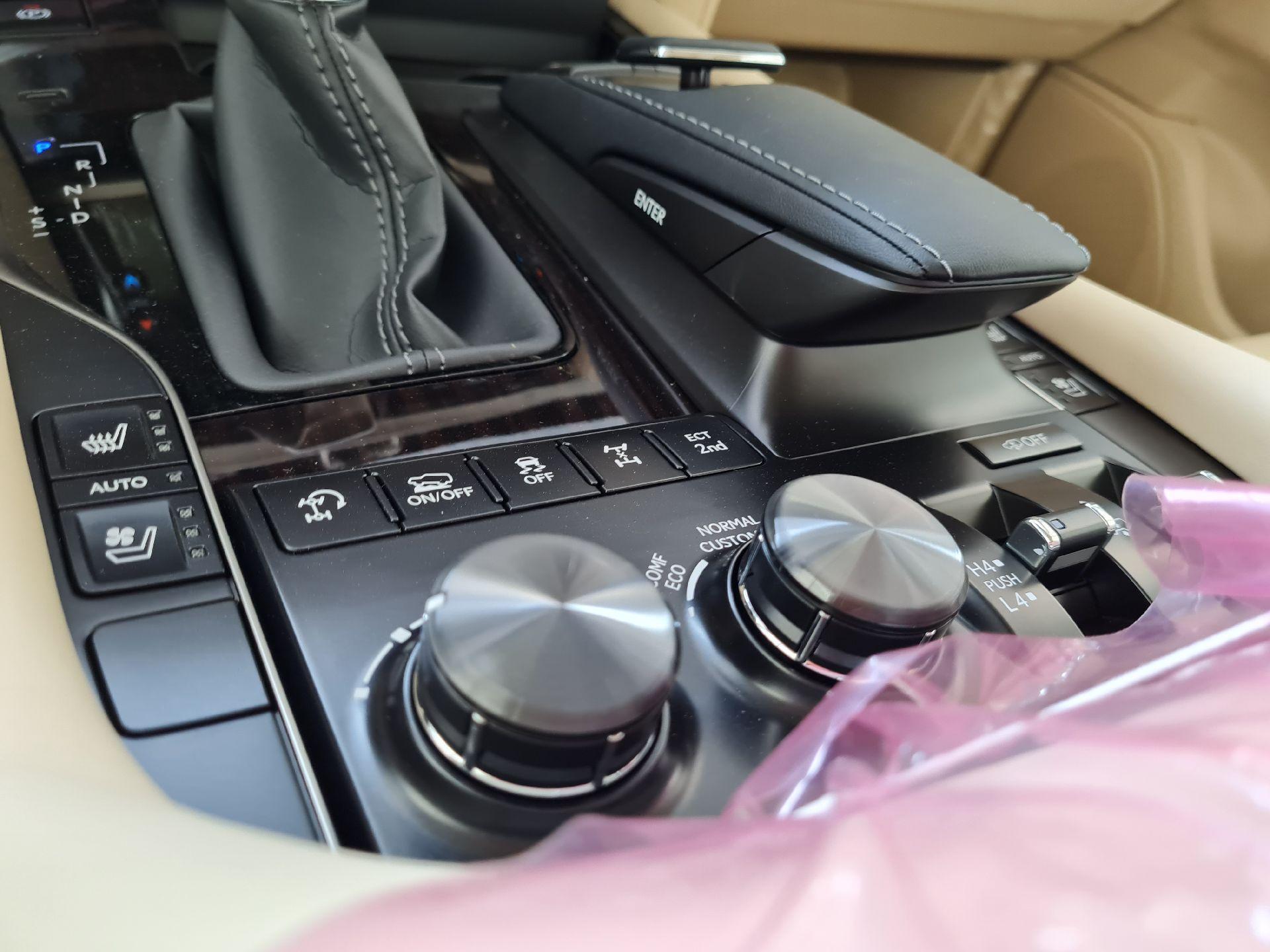 مباع - لكزس LX 570-S Sport 2021 فل سعودي للبيع في الرياض - السعودية - صورة كبيرة - 14