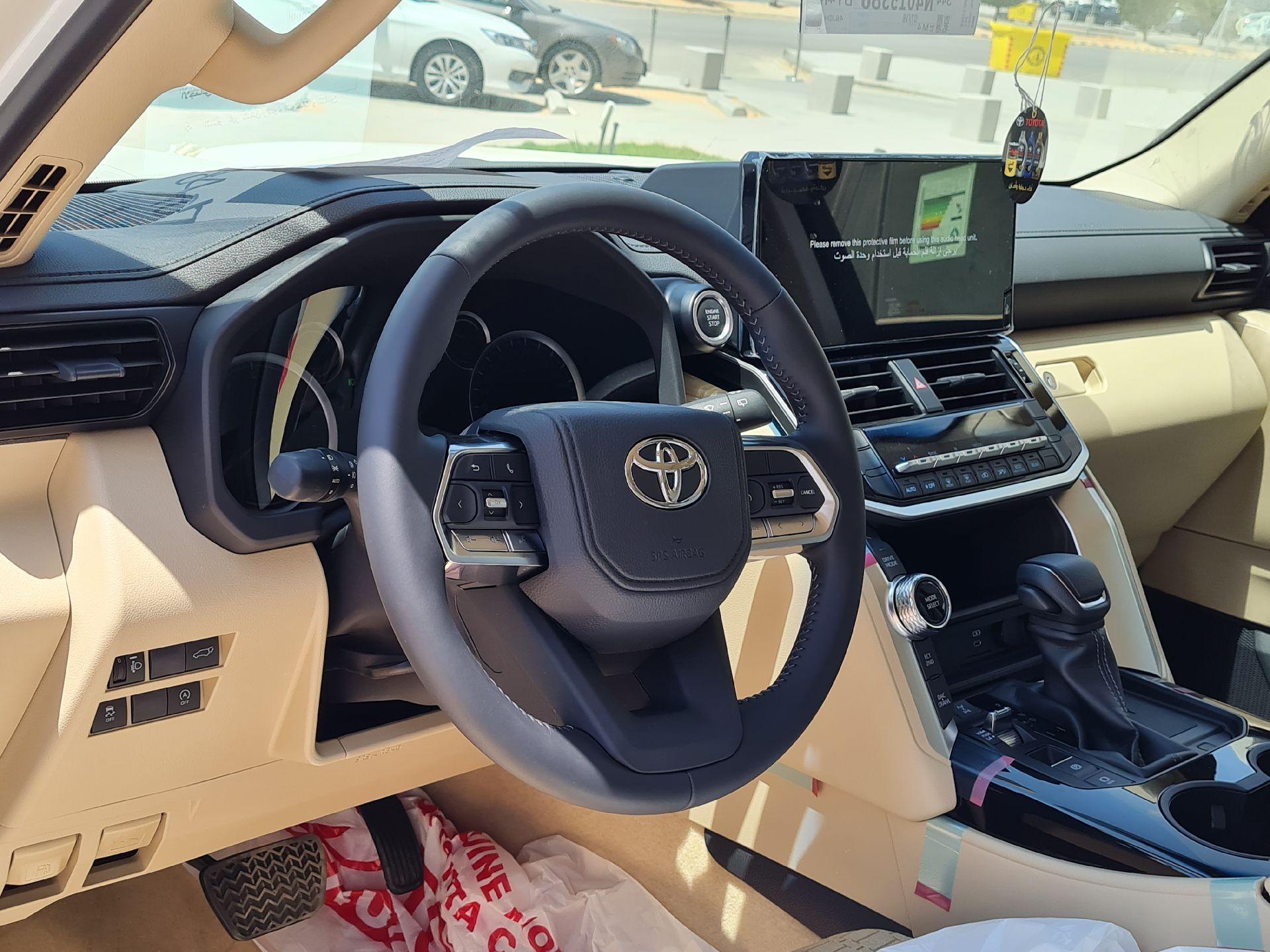 تويوتا لاندكروزر GXR-L3 2022 كشافات  سعودي للبيع في الرياض - السعودية - صورة كبيرة - 7