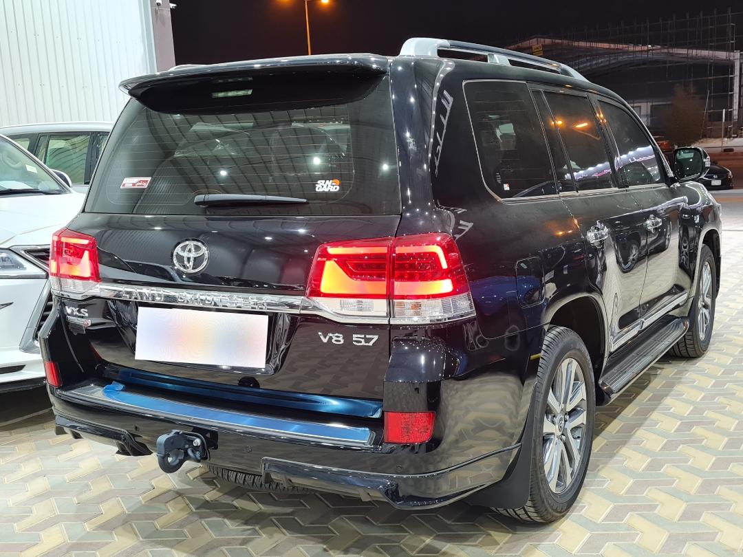 تويوتا لاندكروزر VXS 2021 فل خليجي للبيع في الرياض - السعودية - صورة كبيرة - 3