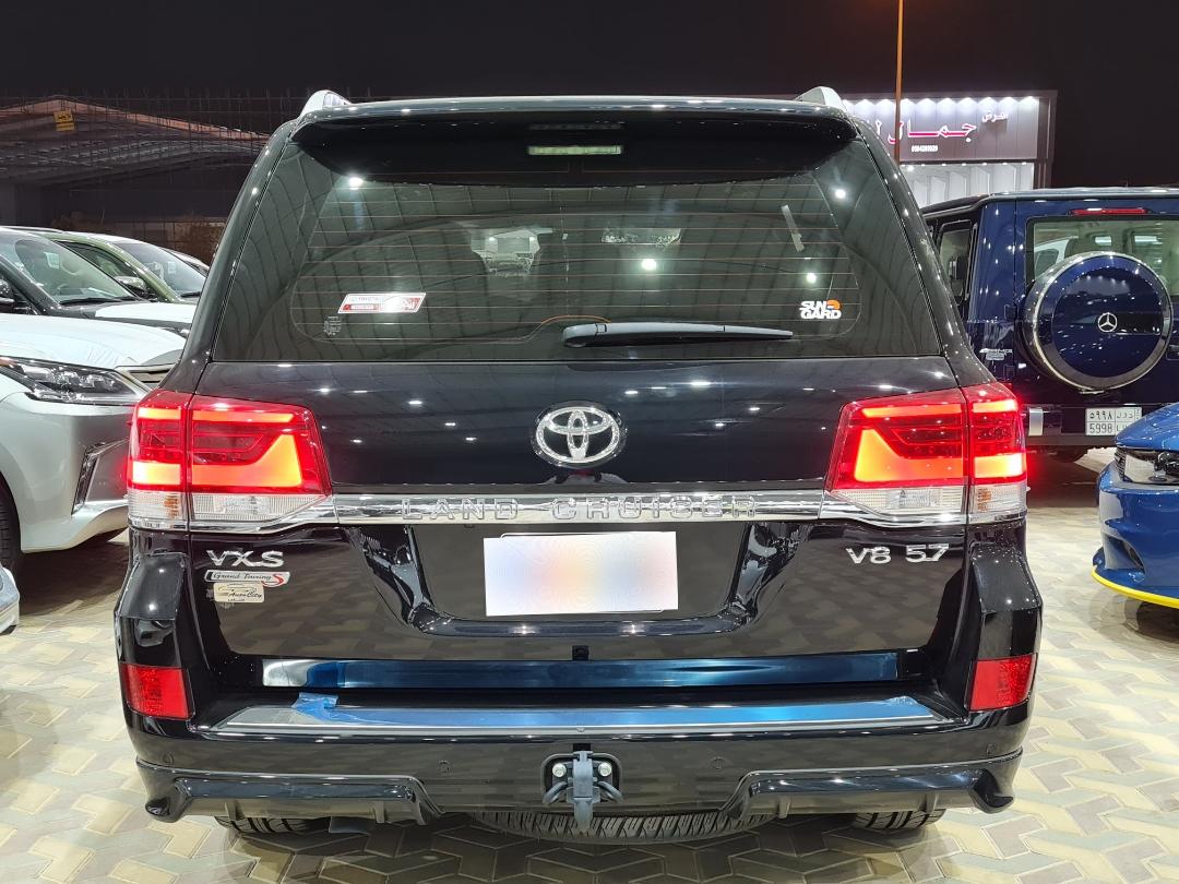 تويوتا لاندكروزر VXS 2021 فل خليجي للبيع في الرياض - السعودية - صورة كبيرة - 4