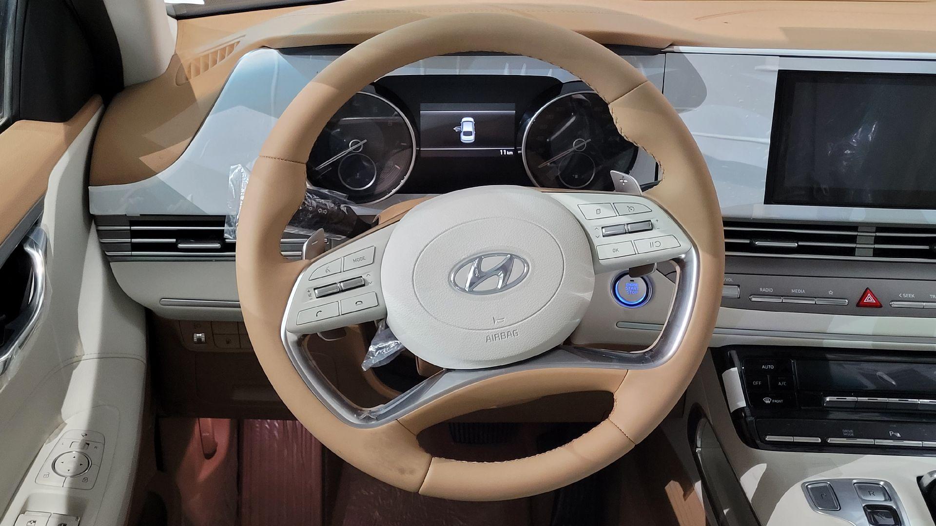 مباع - هونداي ازيرا Smart 2022 ستاندر سعودي للبيع في الرياض - السعودية - صورة كبيرة - 9
