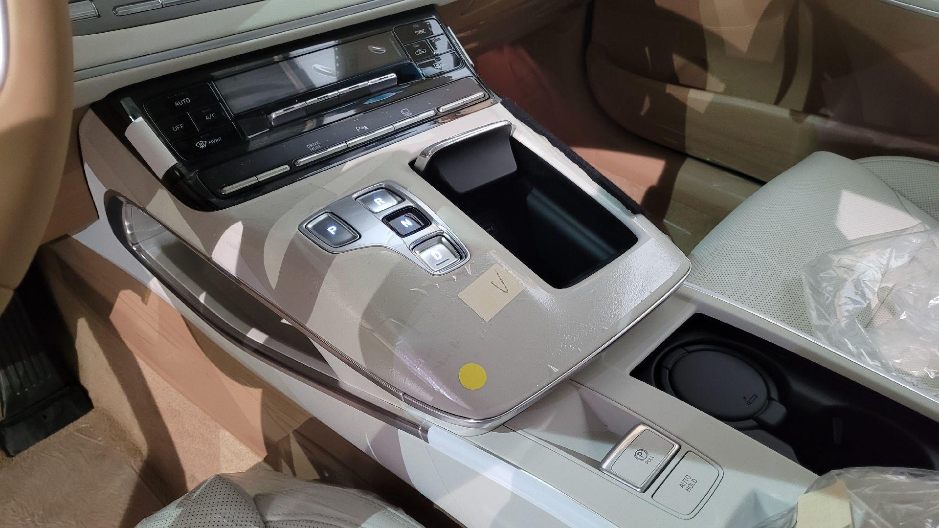 مباع - هونداي ازيرا Smart 2022 ستاندر سعودي للبيع في الرياض - السعودية - صورة كبيرة - 10