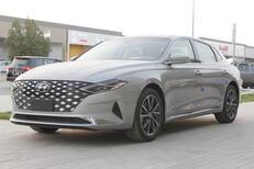 هونداي  ازيرا  Smart Plus  2022 نص فل سعودي6 سلندر للبيع في الرياض - السعودية - صورة صغيرة - 1