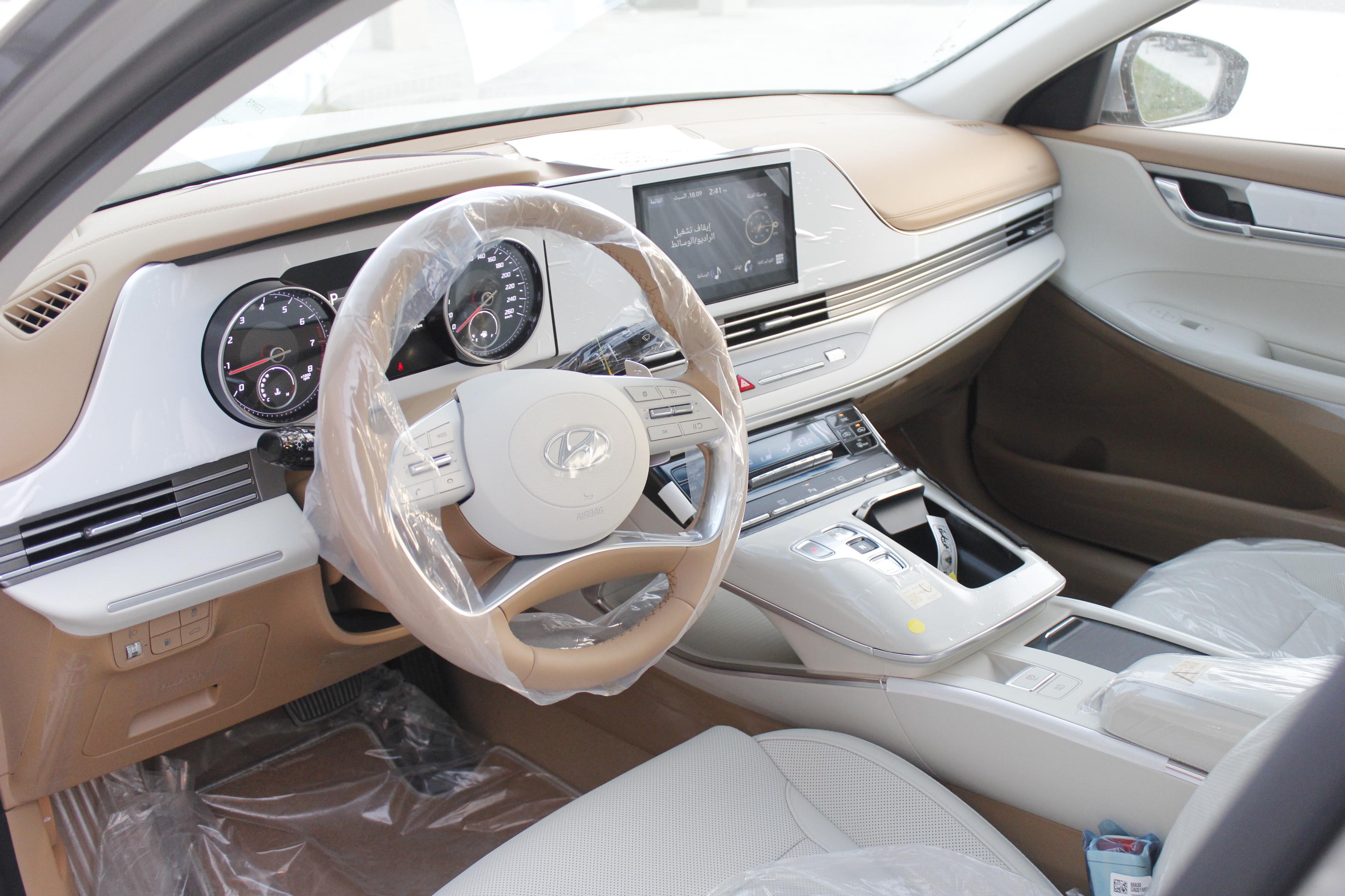هونداي  ازيرا  Smart Plus  2022 نص فل سعودي6 سلندر للبيع في الرياض - السعودية - صورة كبيرة - 6
