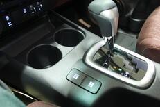 مباع - تويوتا  هايلكس  S-GLX  2021 فل كامل ديزل محرك 2800 سي سي  للبيع في الرياض - السعودية - صورة صغيرة - 3