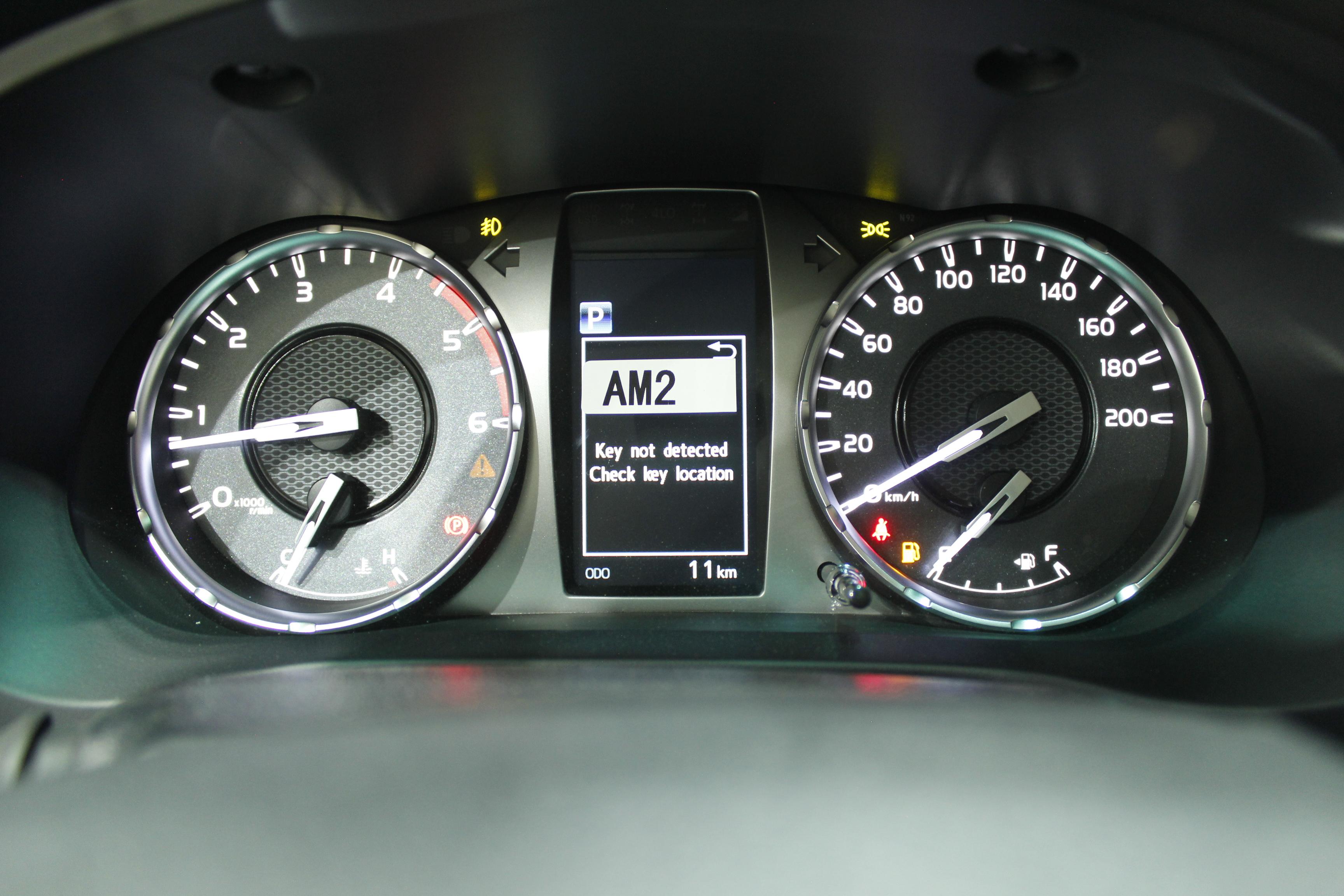 مباع - تويوتا  هايلكس  S-GLX  2021 فل كامل ديزل محرك 2800 سي سي  للبيع في الرياض - السعودية - صورة كبيرة - 8