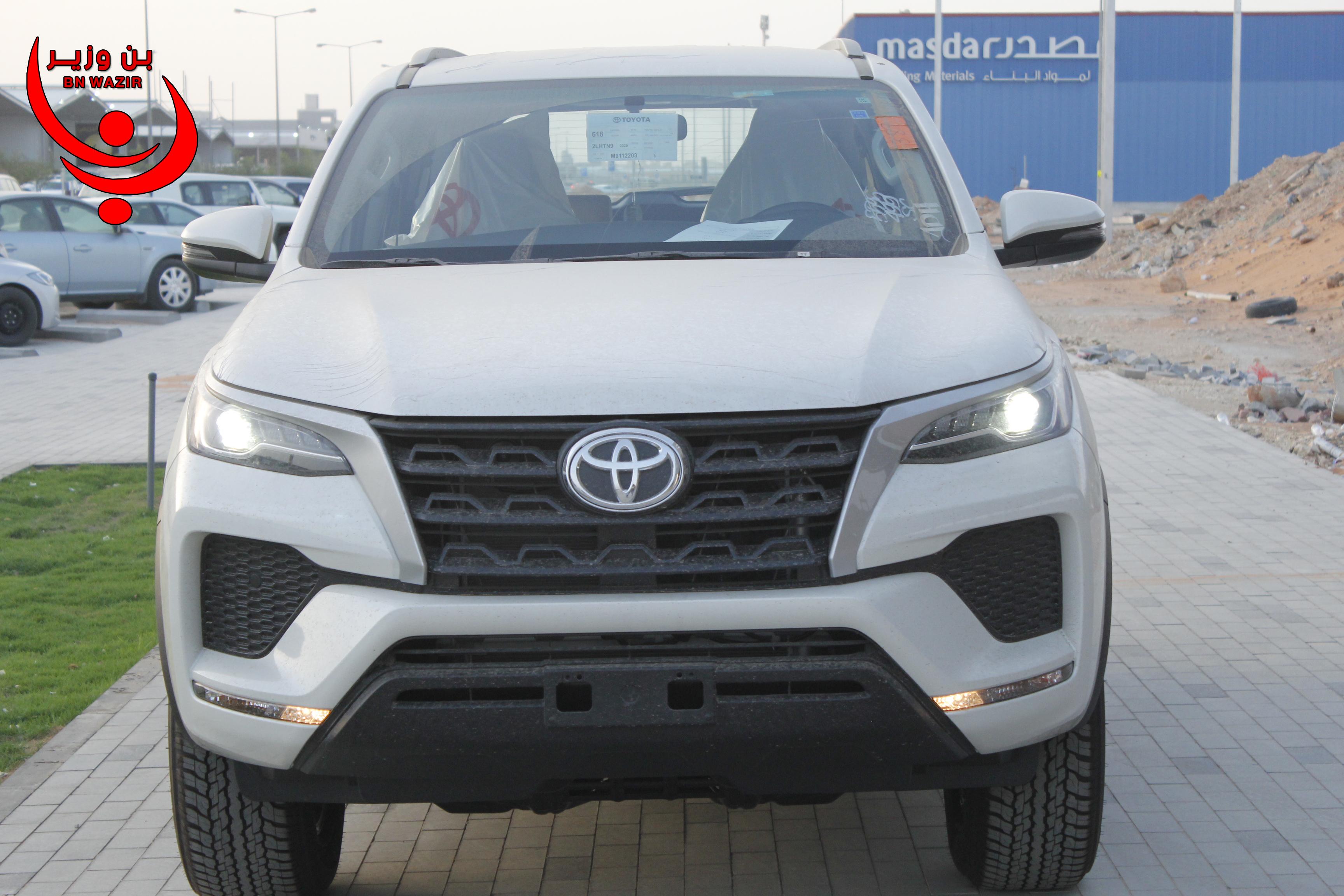 تويوتا  فورتشنر  GX2  2021 نص فل  للبيع في الرياض - السعودية - صورة كبيرة - 4