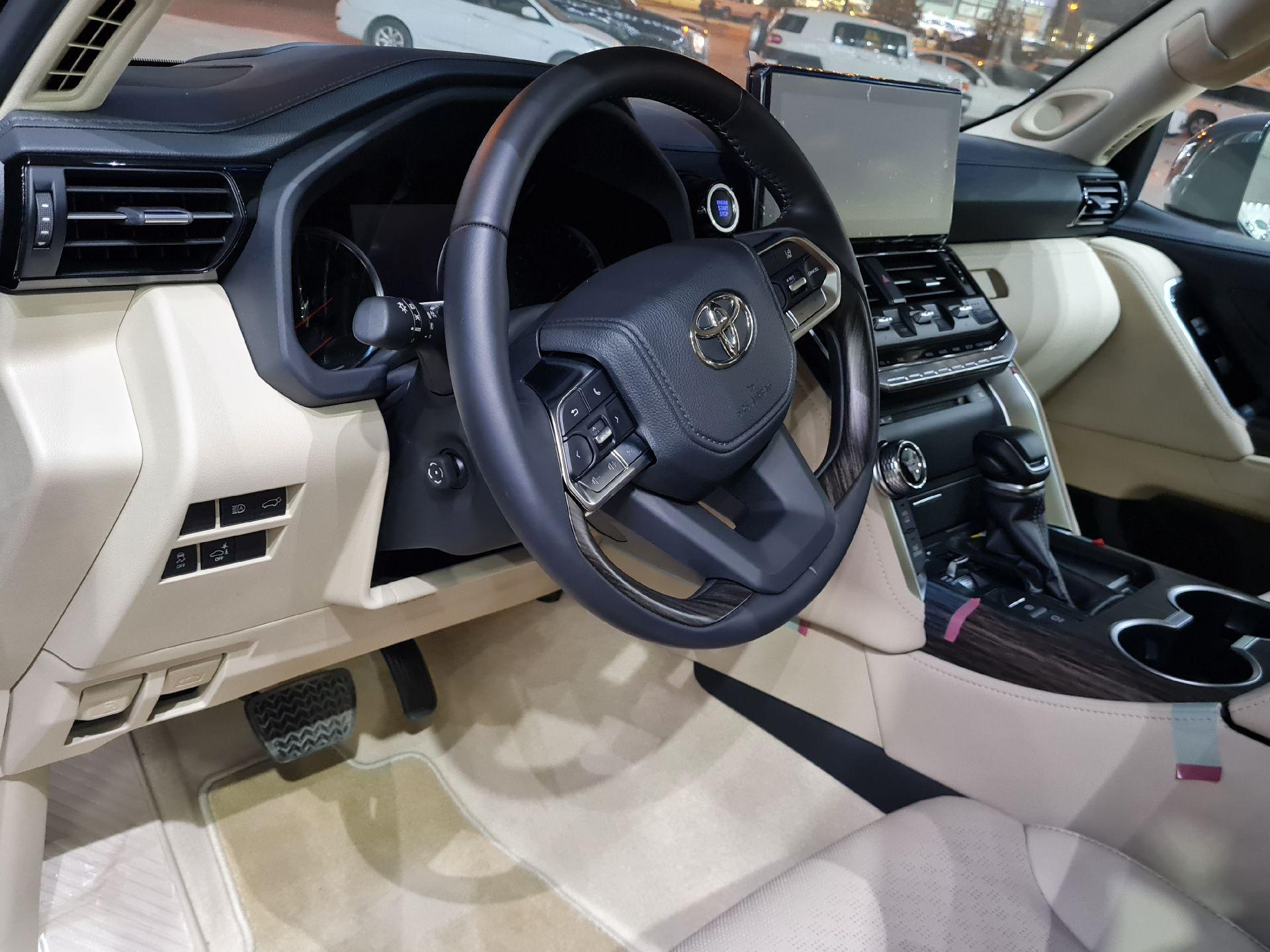 تويوتا لاندكروزر VXR 2022 فل خليجي للبيع في الرياض - السعودية - صورة كبيرة - 18