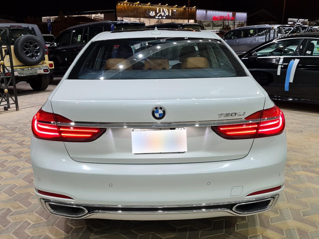 BMW الفئة السابعة 730Li 2018 فل سعودي للبيع في الرياض - السعودية - صورة كبيرة - 9