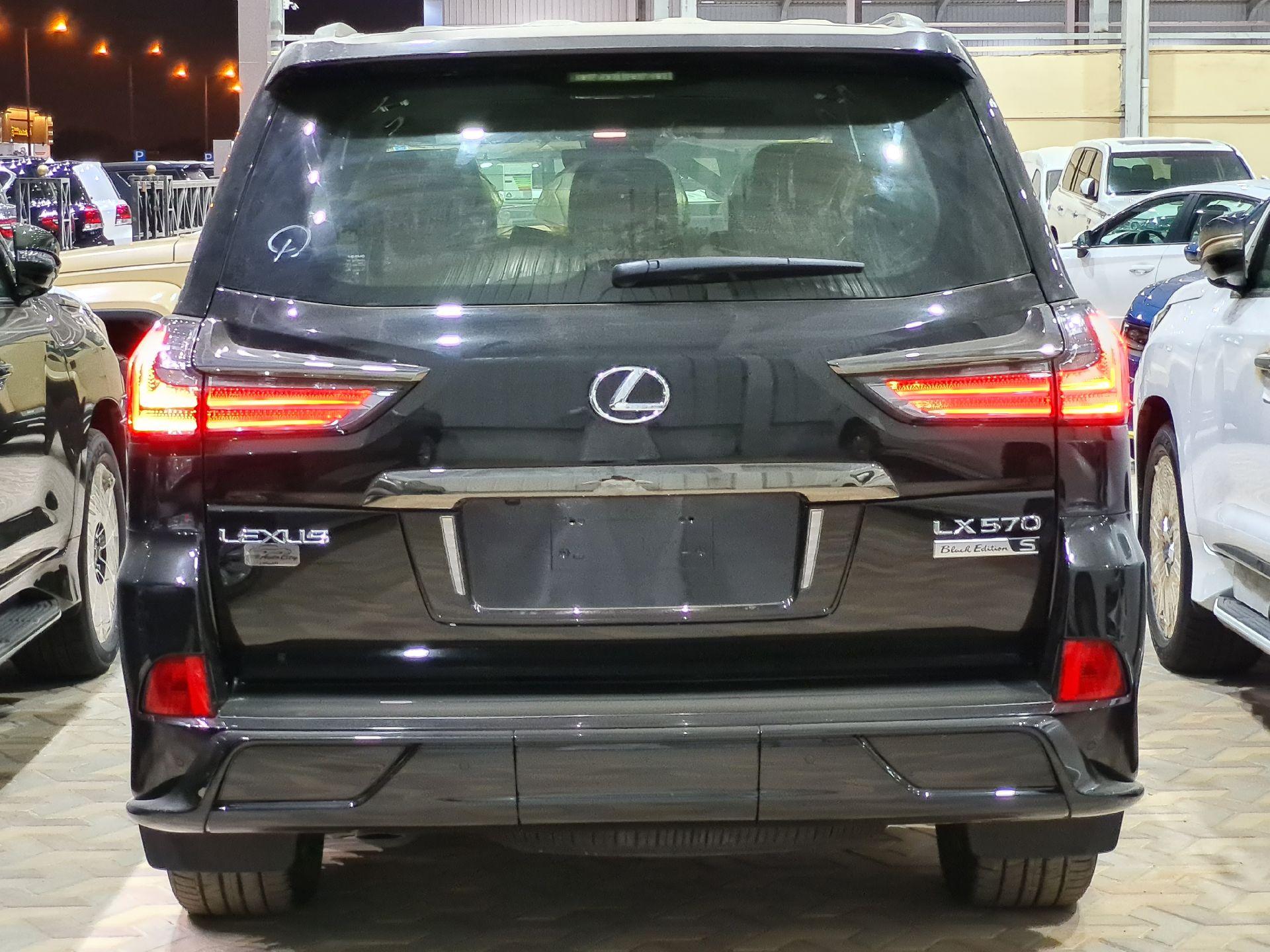 لكزس LX 570 Black Ed. 2021 فل سعودي للبيع في الرياض - السعودية - صورة كبيرة - 3