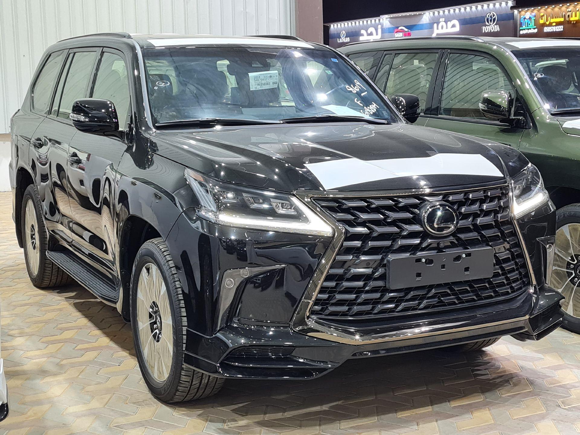 لكزس LX 570 Black Ed. 2021 فل سعودي للبيع في الرياض - السعودية - صورة كبيرة - 7