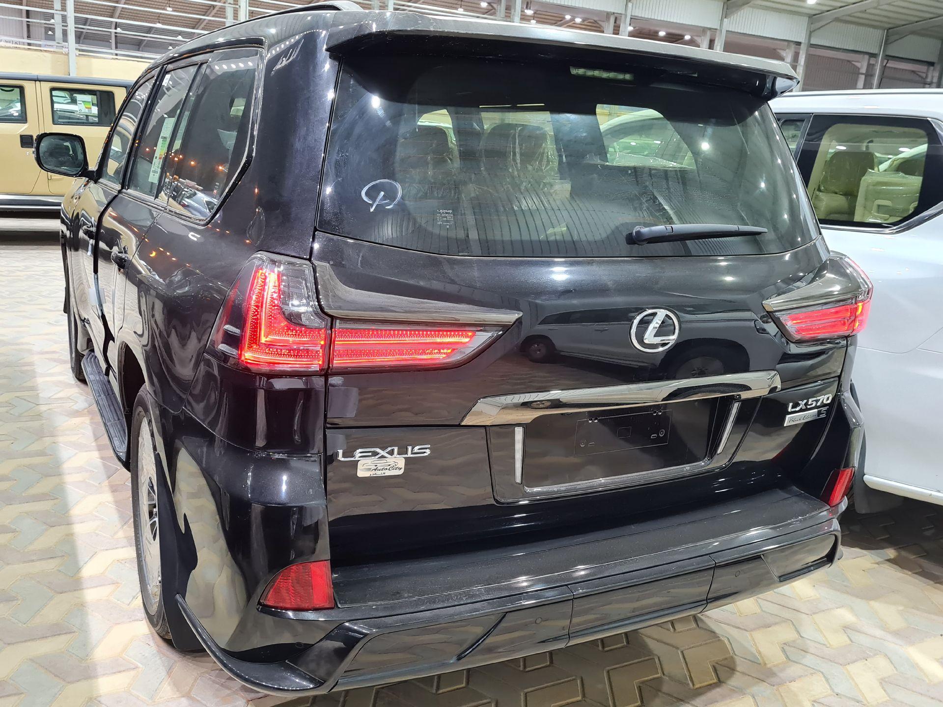لكزس LX 570 Black Ed. 2021 فل سعودي للبيع في الرياض - السعودية - صورة كبيرة - 8