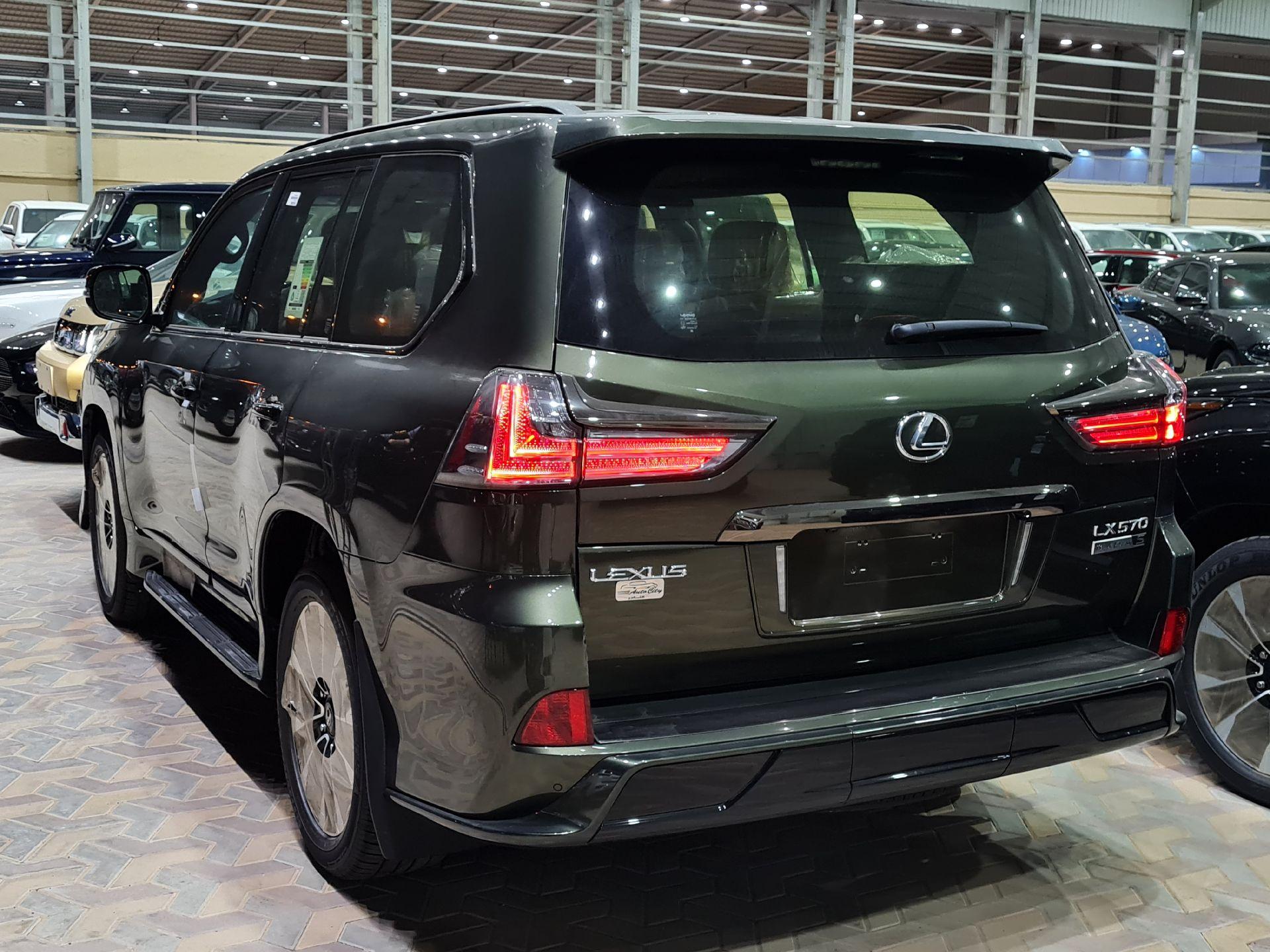 لكزس LX 570 Black Ed. 2021 فل سعودي للبيع في الرياض - السعودية - صورة كبيرة - 5