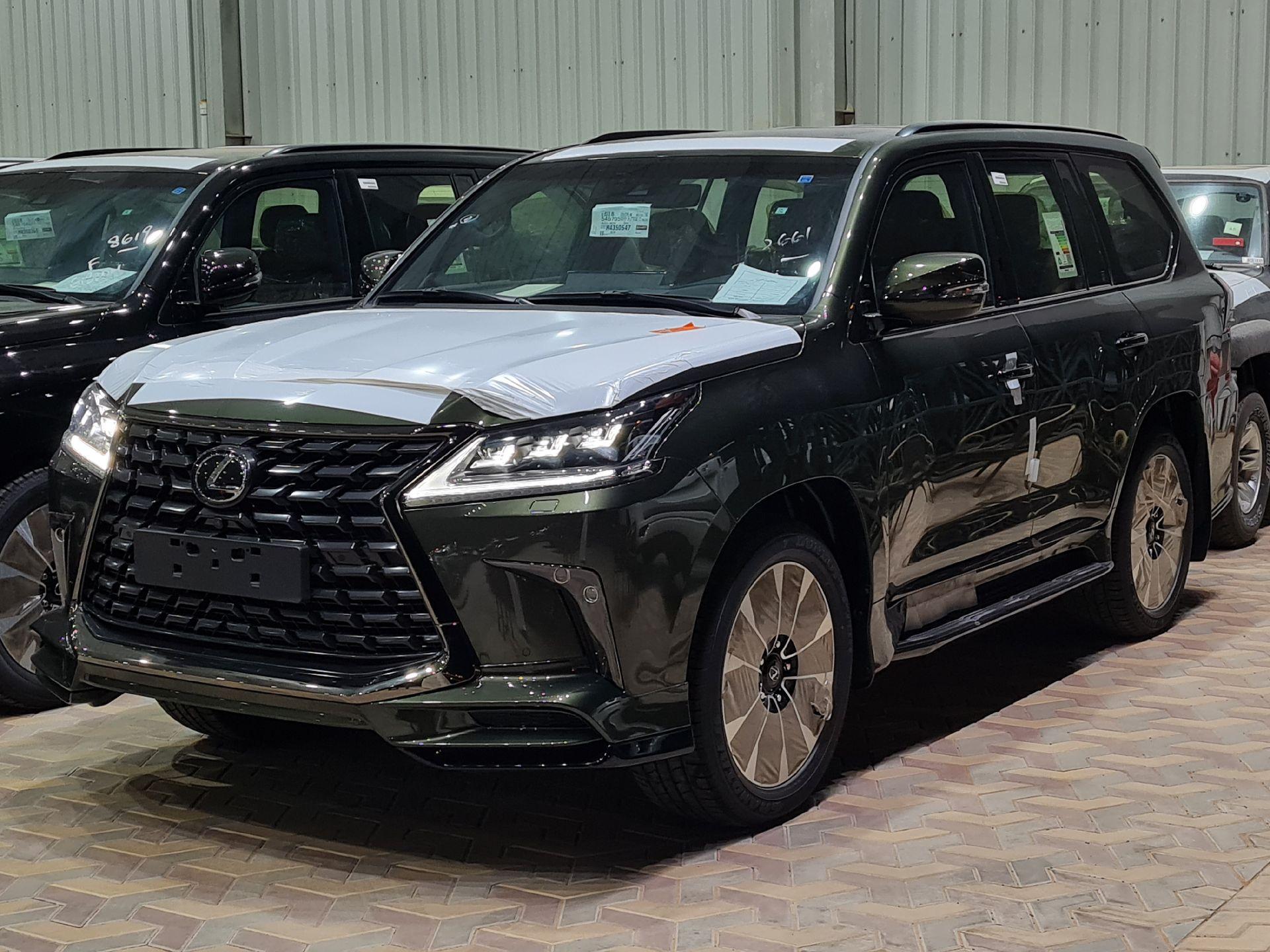 لكزس LX 570 Black Ed. 2021 فل سعودي للبيع في الرياض - السعودية - صورة كبيرة - 2